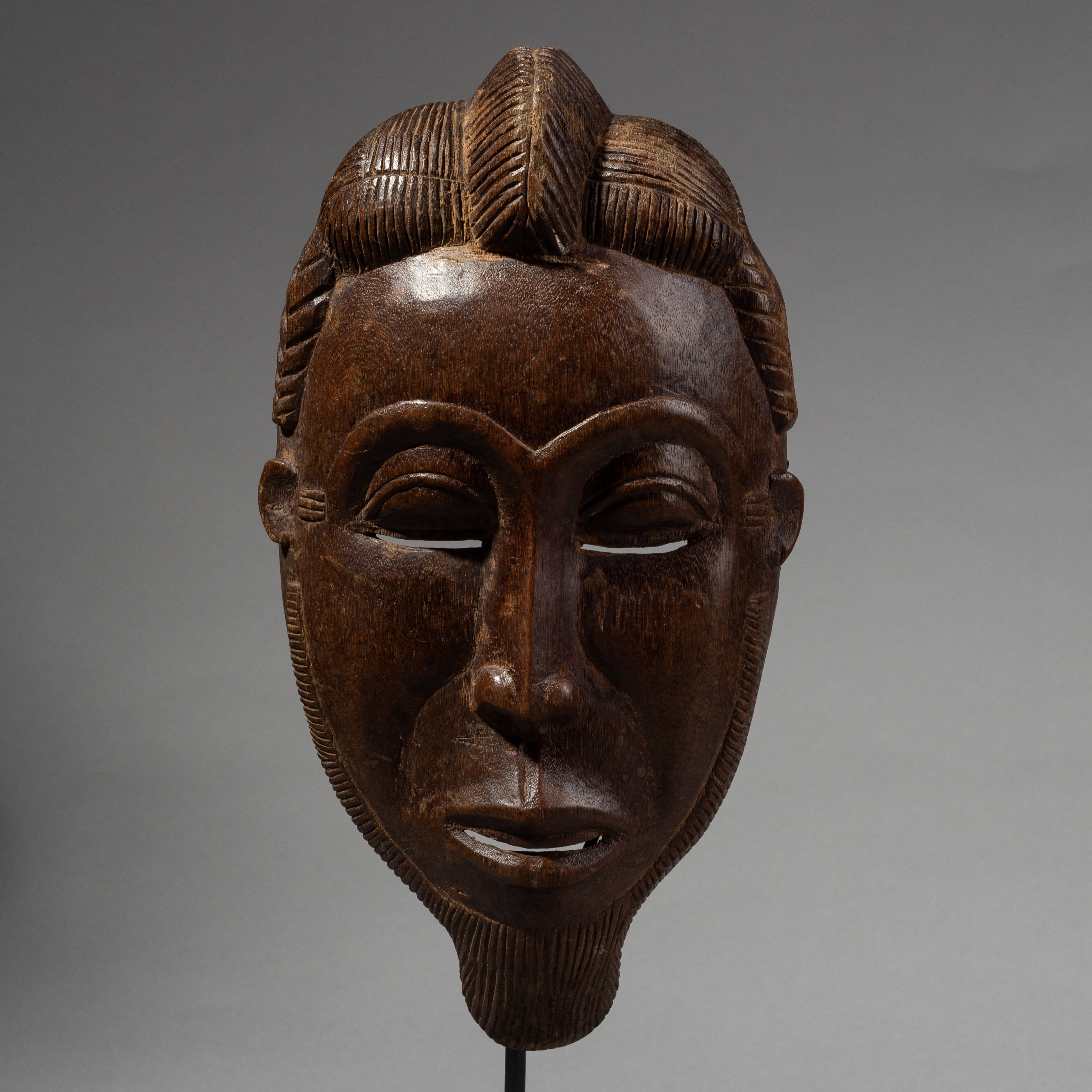 A REFINED BAULE FAMILY MASK FROM THE IVORY COAST ( No 2718 )