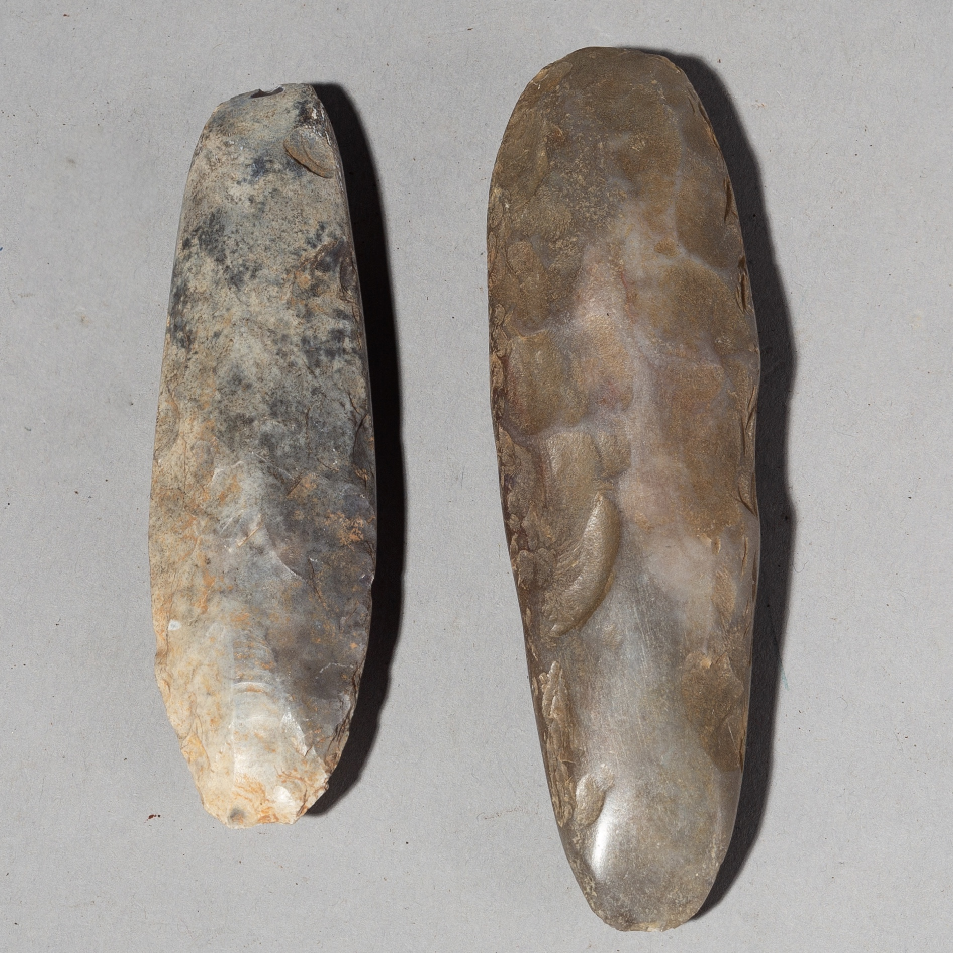 2 SMOOTHLY WORN  ANCIENT HAND TOOLS FROM THE AIR MOUINTAINS, NIGER ( No 2010 )