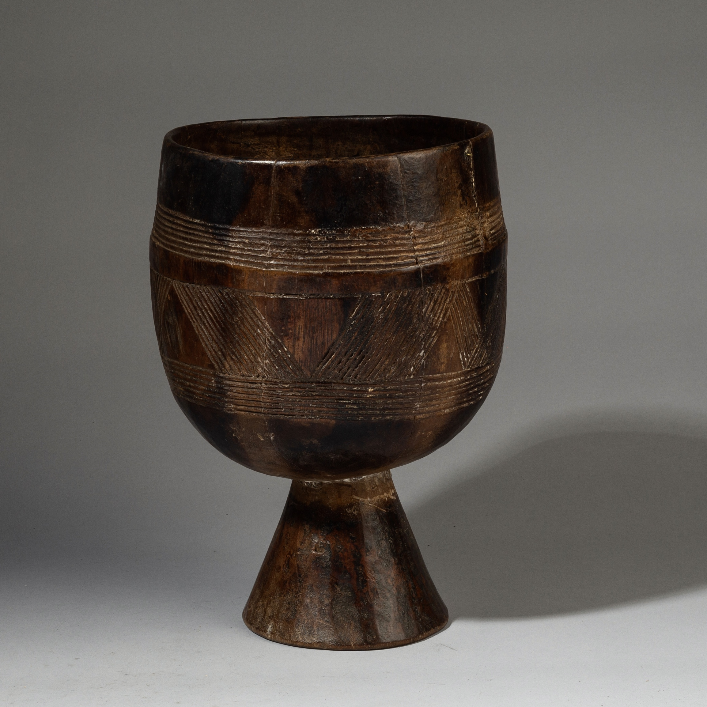 A SHAPELY WOOD CONTAINER FROM ETHIOPIA ( No 3201 )