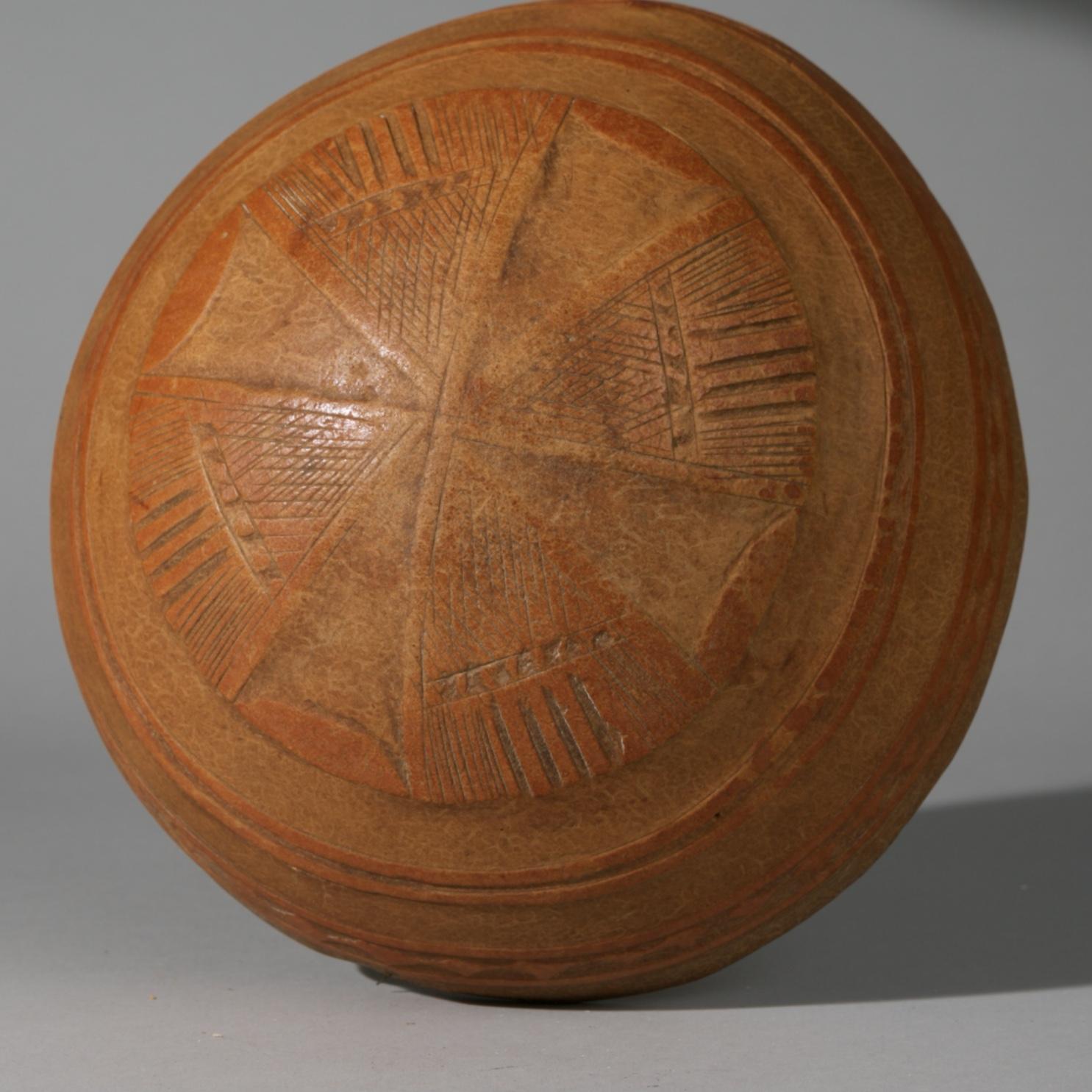 A FULANI GOURD BOWL WITH CROSS DESIGN, MALI, W AFRICA ( No 3905 )