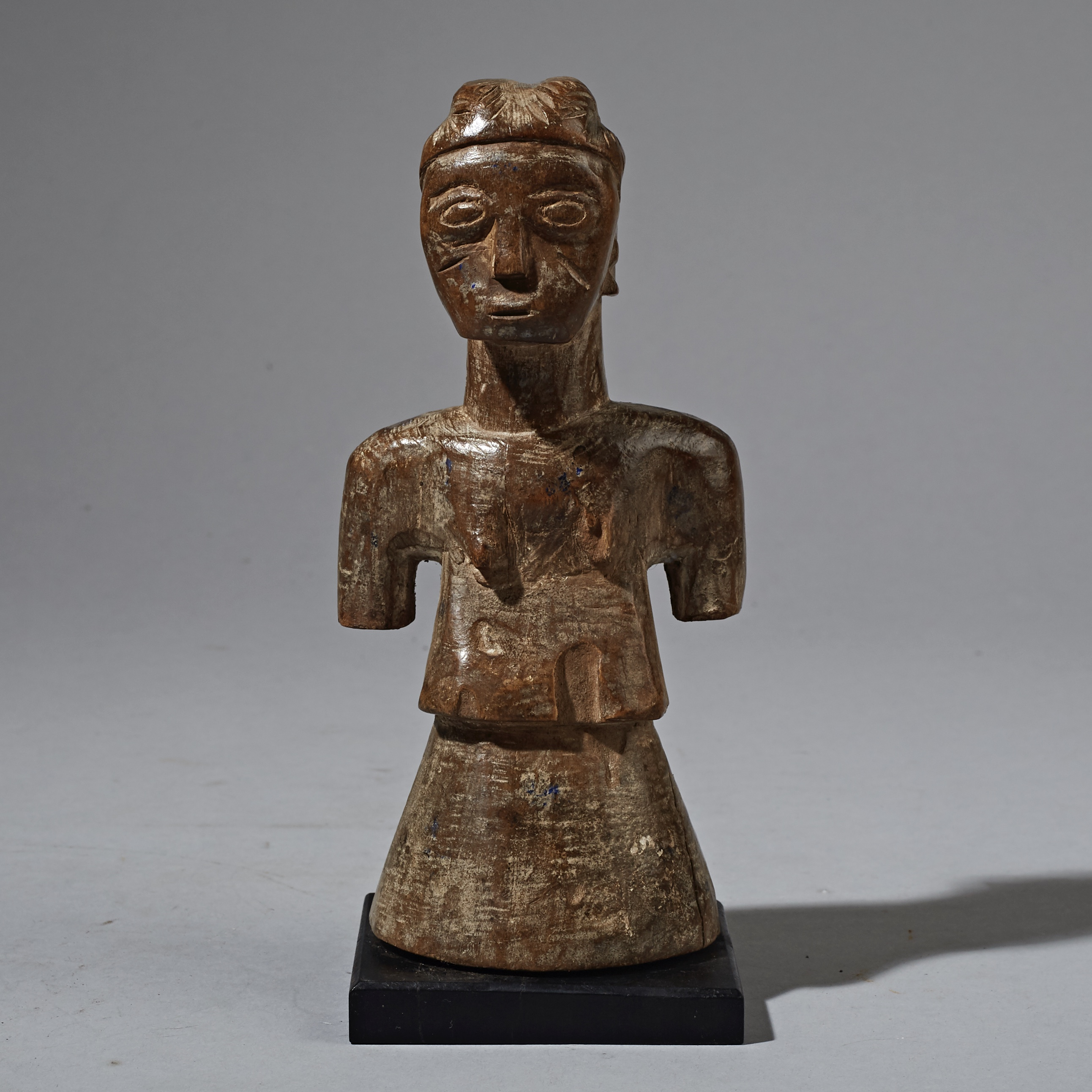 A UNUSUAL  CUTE CUBIST EWE DOLL FIGURE FROM GHANA ( No 2371 )