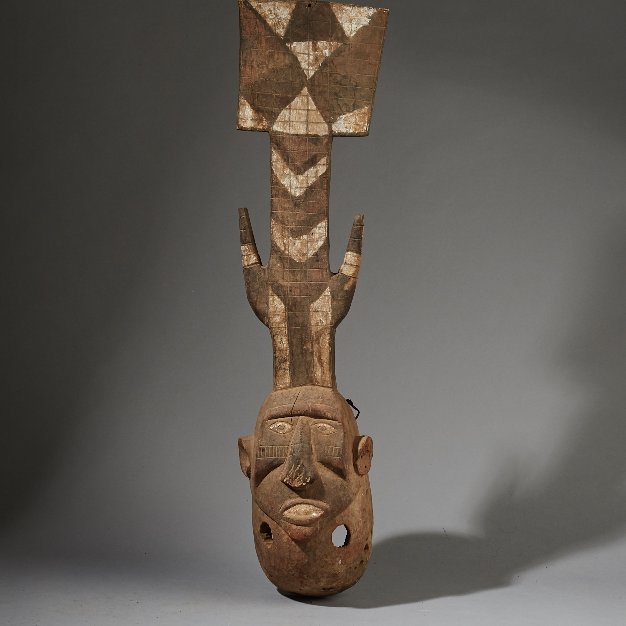 SD ( SPECIAL DEAL  A GRAPHIC LARGE GURUNSI MASK FROM BURKINA FASO ( No 2668 )