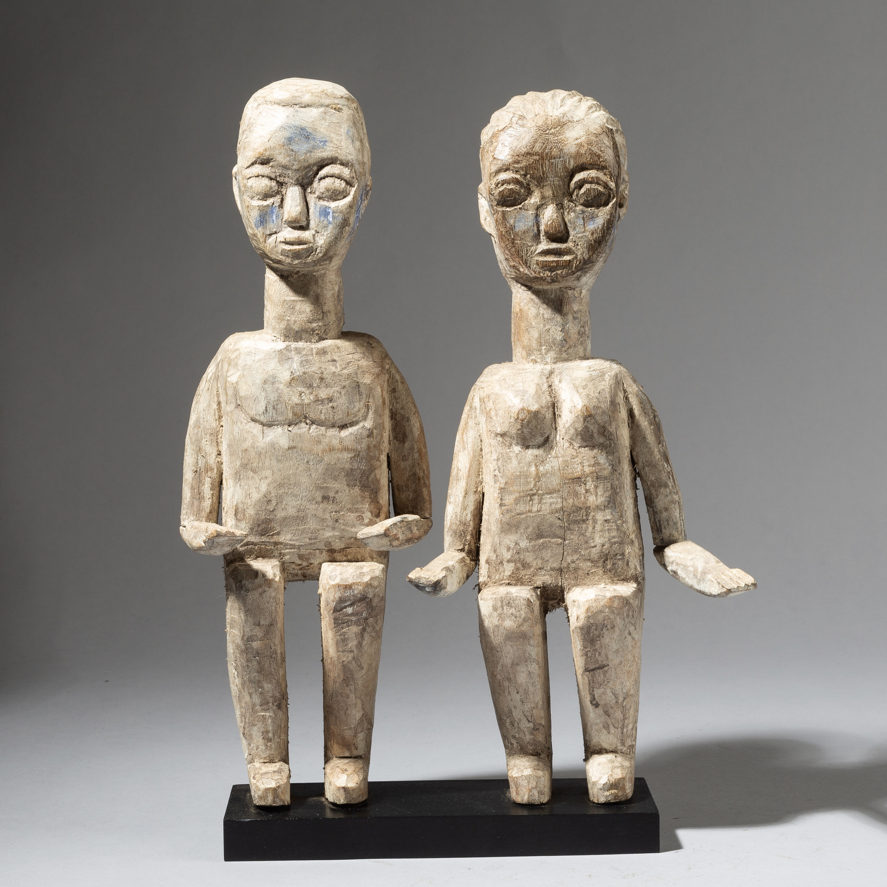 A LOVEABLE, LARGE PAIR OF EWE ALTAR FIGURES WITH DYNAMIC ARMS ( No 2813 )