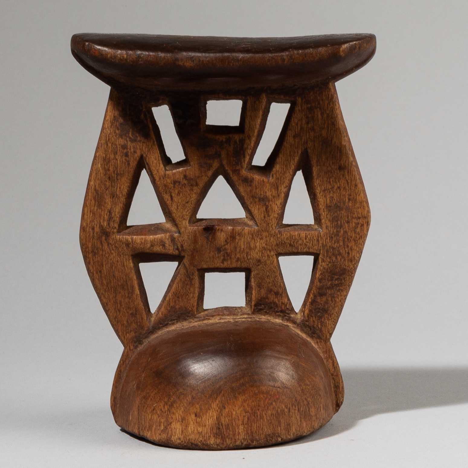 A GLORIOUSLY GRAPHIC HIMBA HEADREST, NAMIBIA, S AFRICA ( No 3856 )