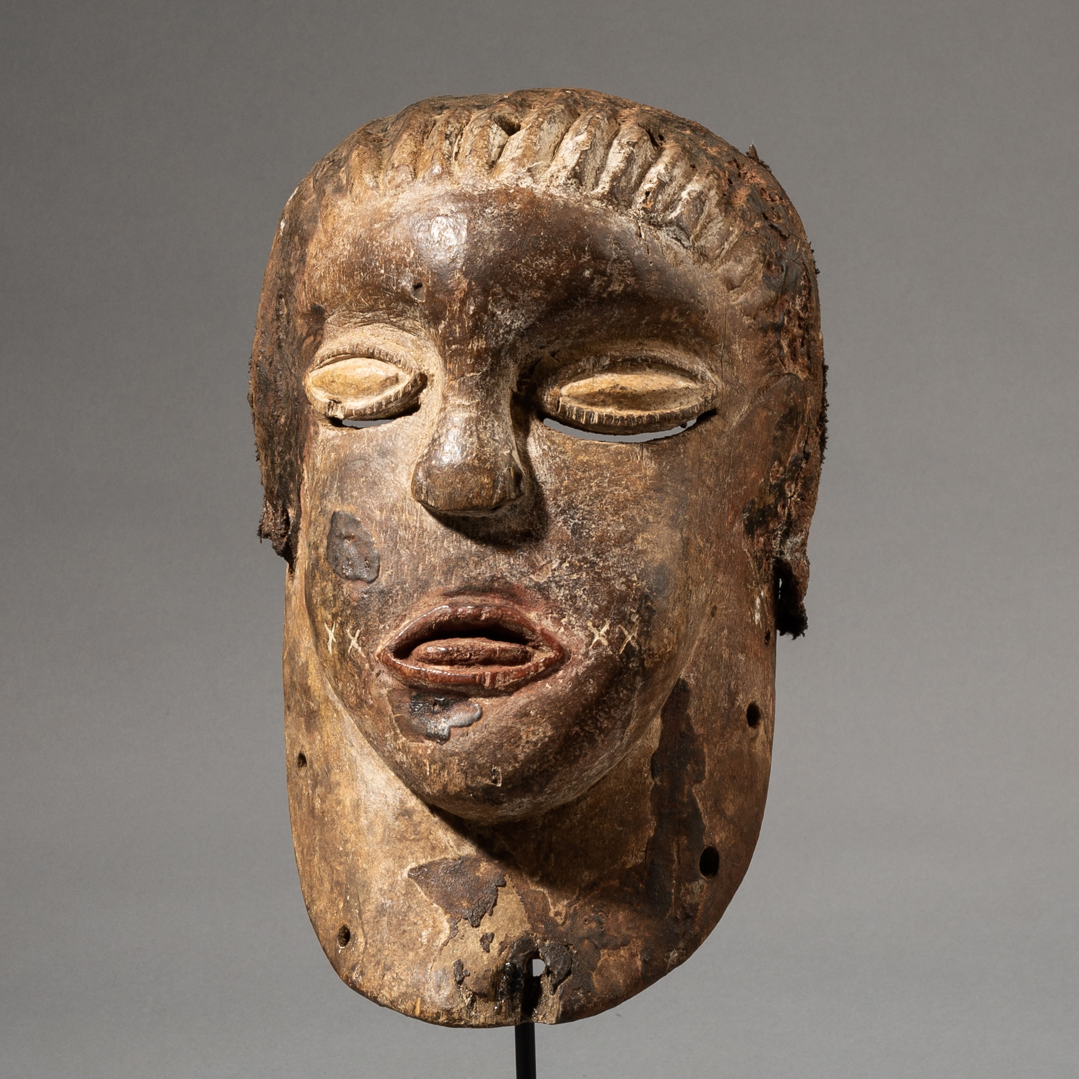 A LOVELY LUBA TRIBE MASK FROM THE CONGO, AFRICA ( No 3536 )