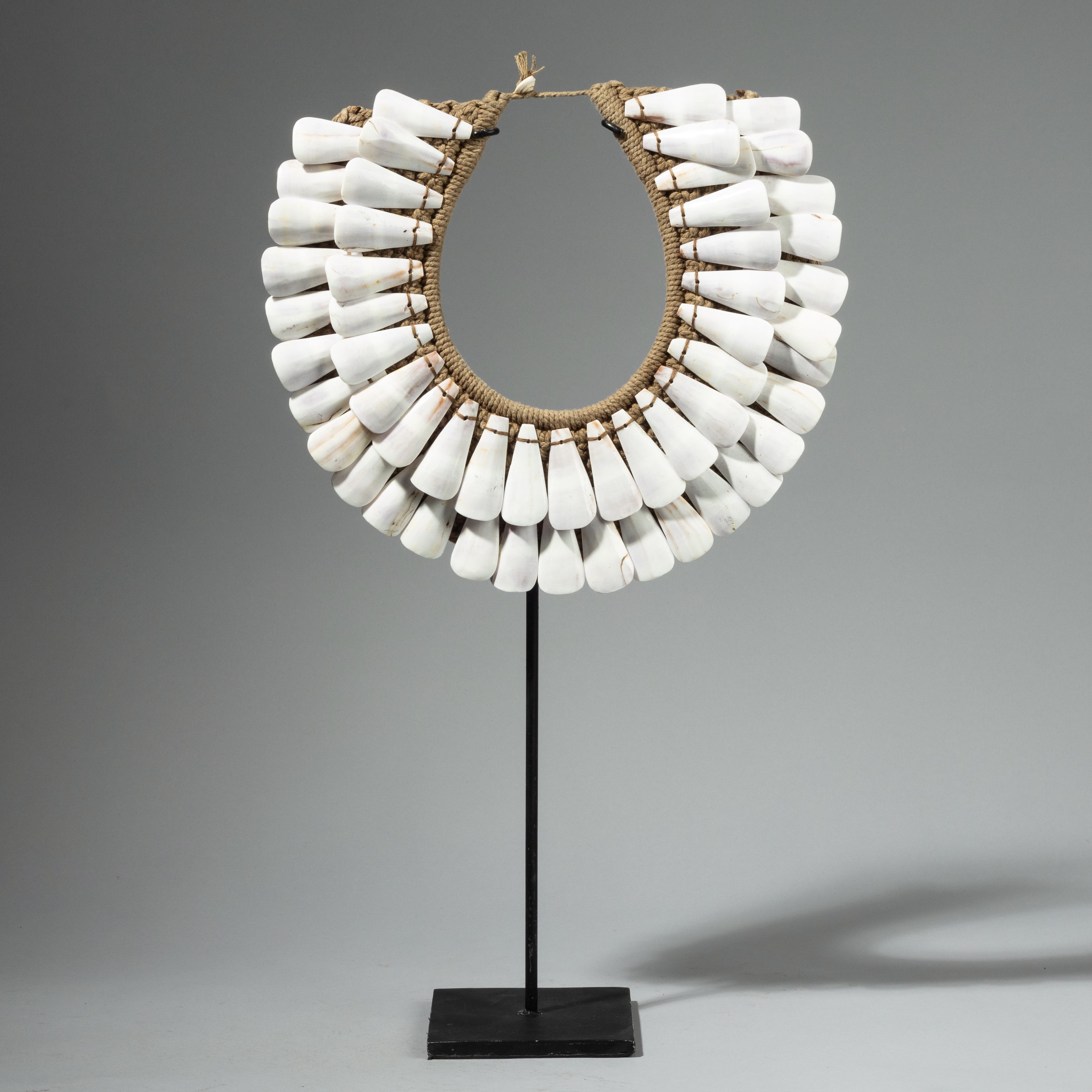 SIMPLE WHITE SHELL NECKLACE FROM PAPUA NEW GUINEA ( No 4259)