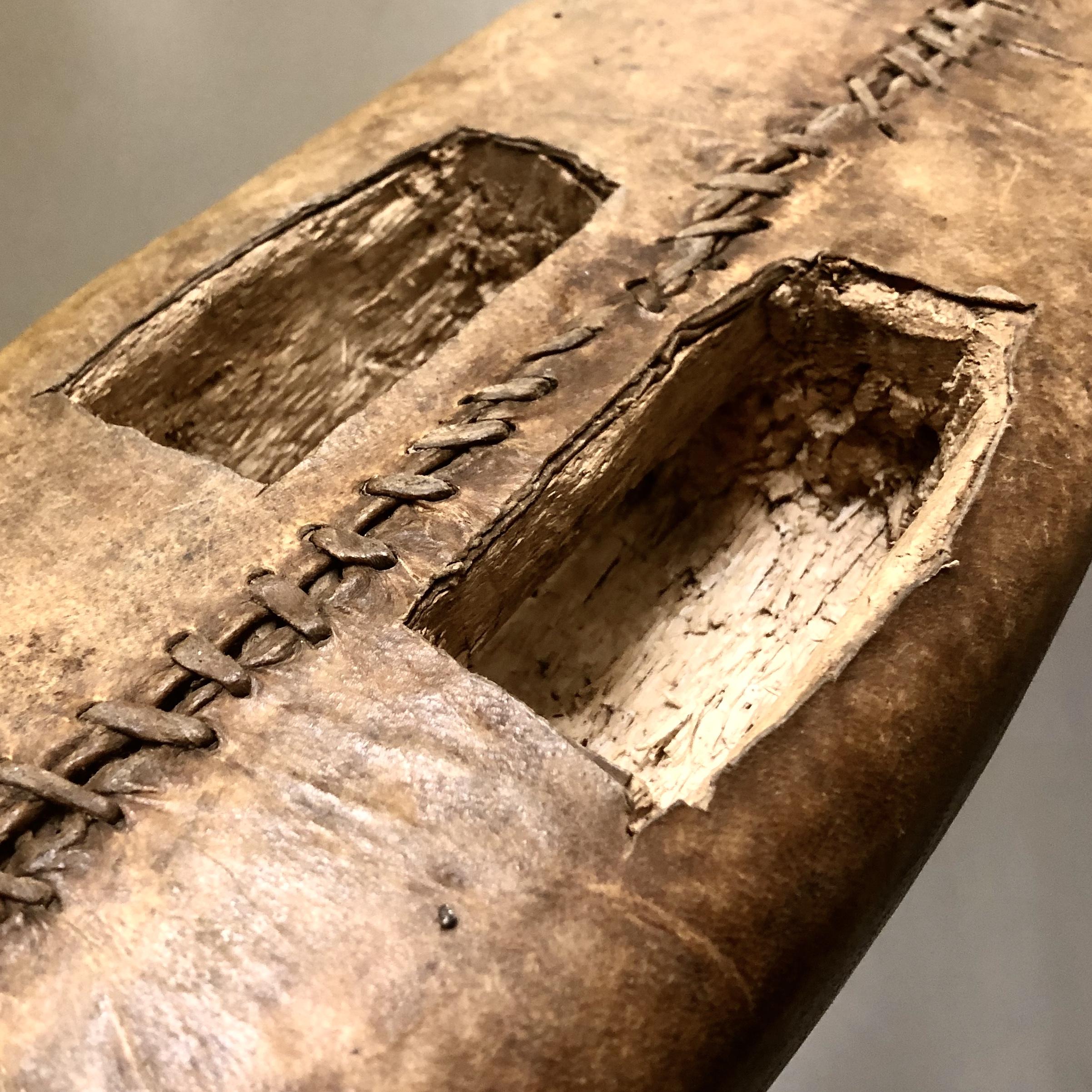 BOAT SHAPED DINKA HEADREST + SHIELD, SUDAN ( No 1237 )