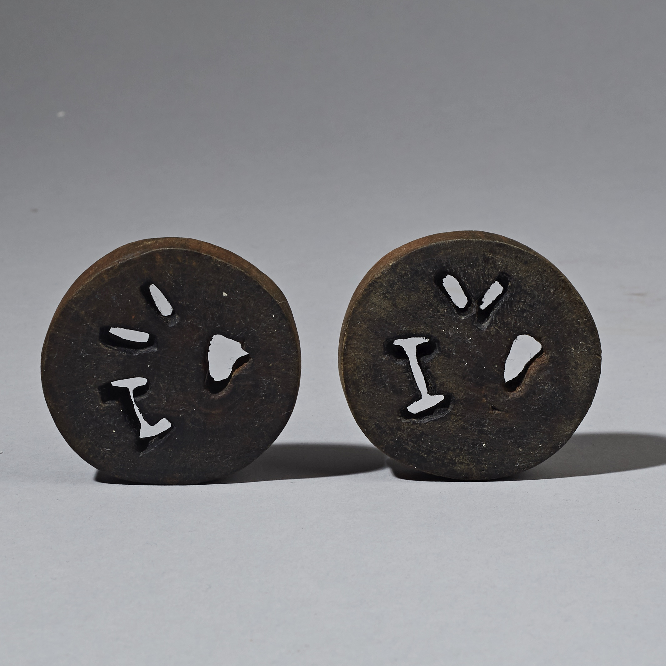 AN UNUSUAL PAIR OF CUT OUT ZULU EARPLUGS FROM SOUTH AFRICA ( No 2277 )