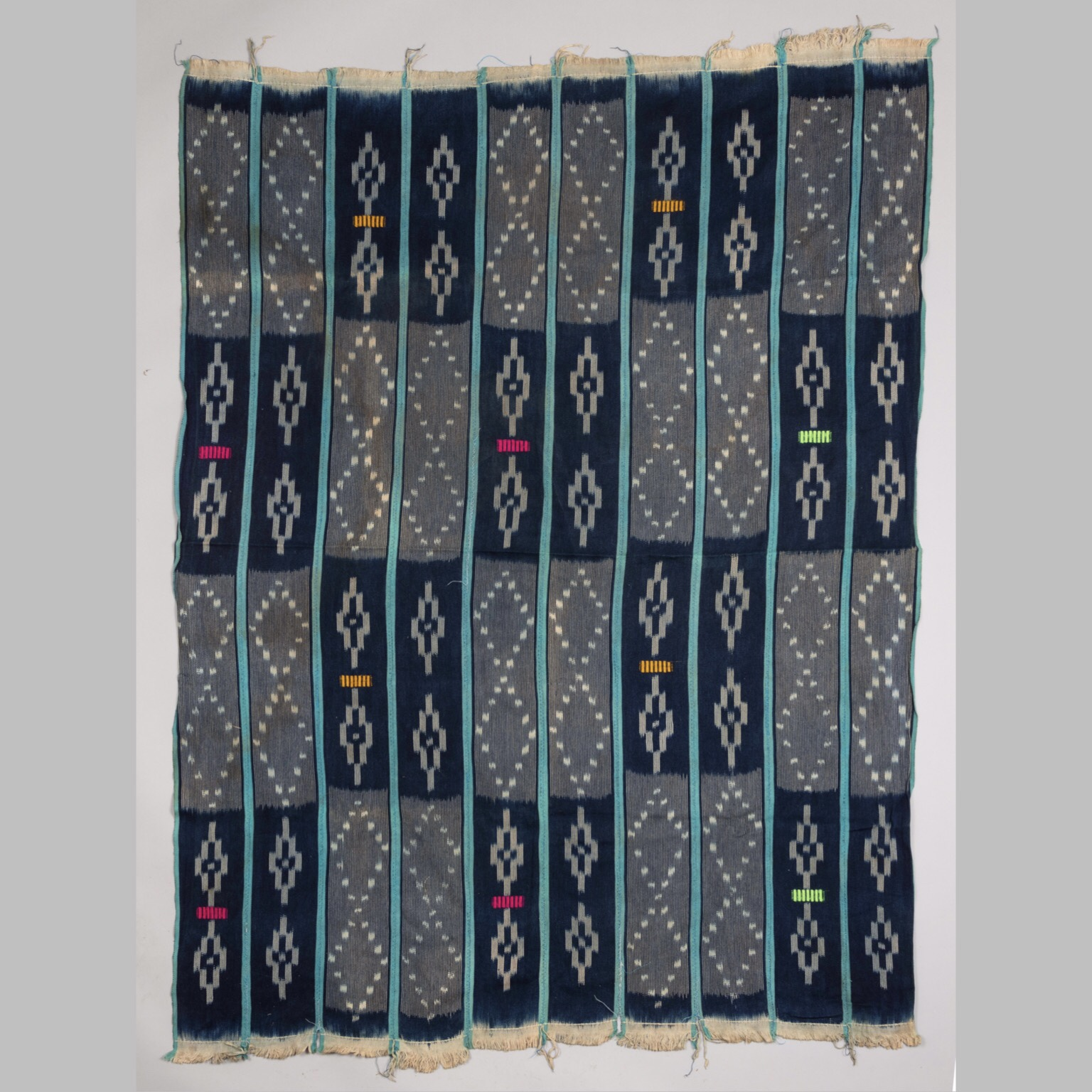A PEACEFUL WOMANS CLOTH FROM NIGERIA W AFRICA ( No 4265)
