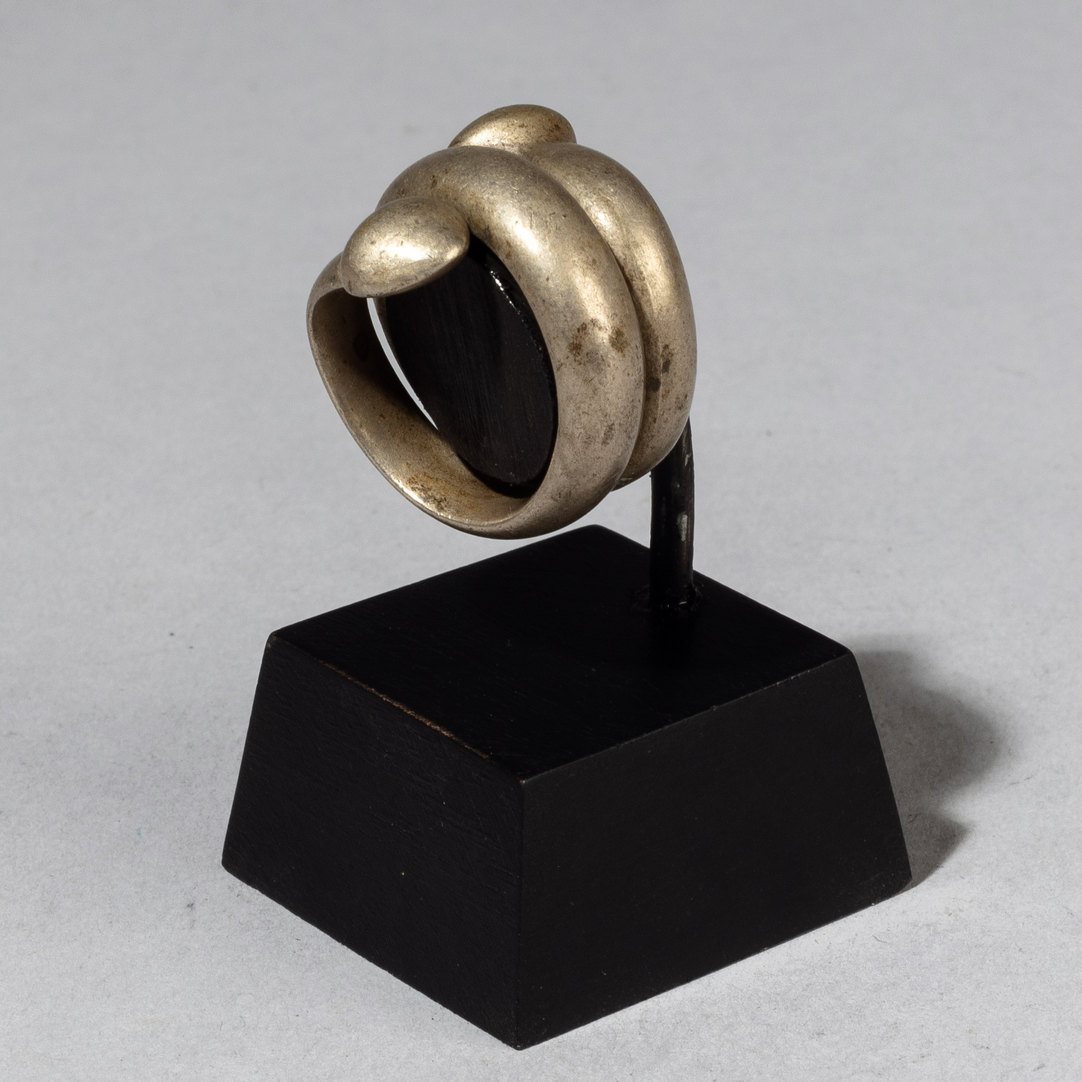 A WELL PATINATED SNAKE RING FROM BURKINA FASO ( No 3402 )