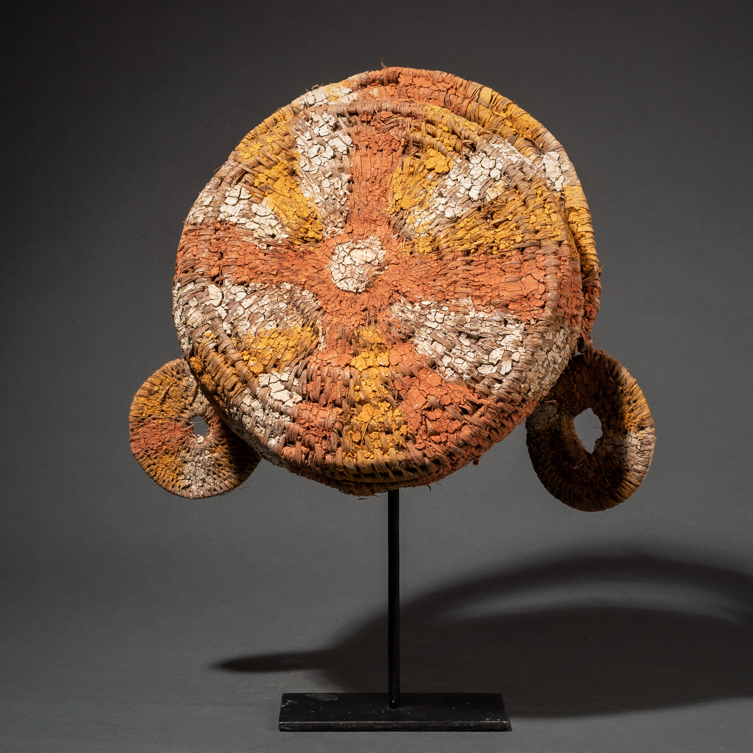 A STRIKING FIBRE HEADDRESS FROM PNG ( No 90 )