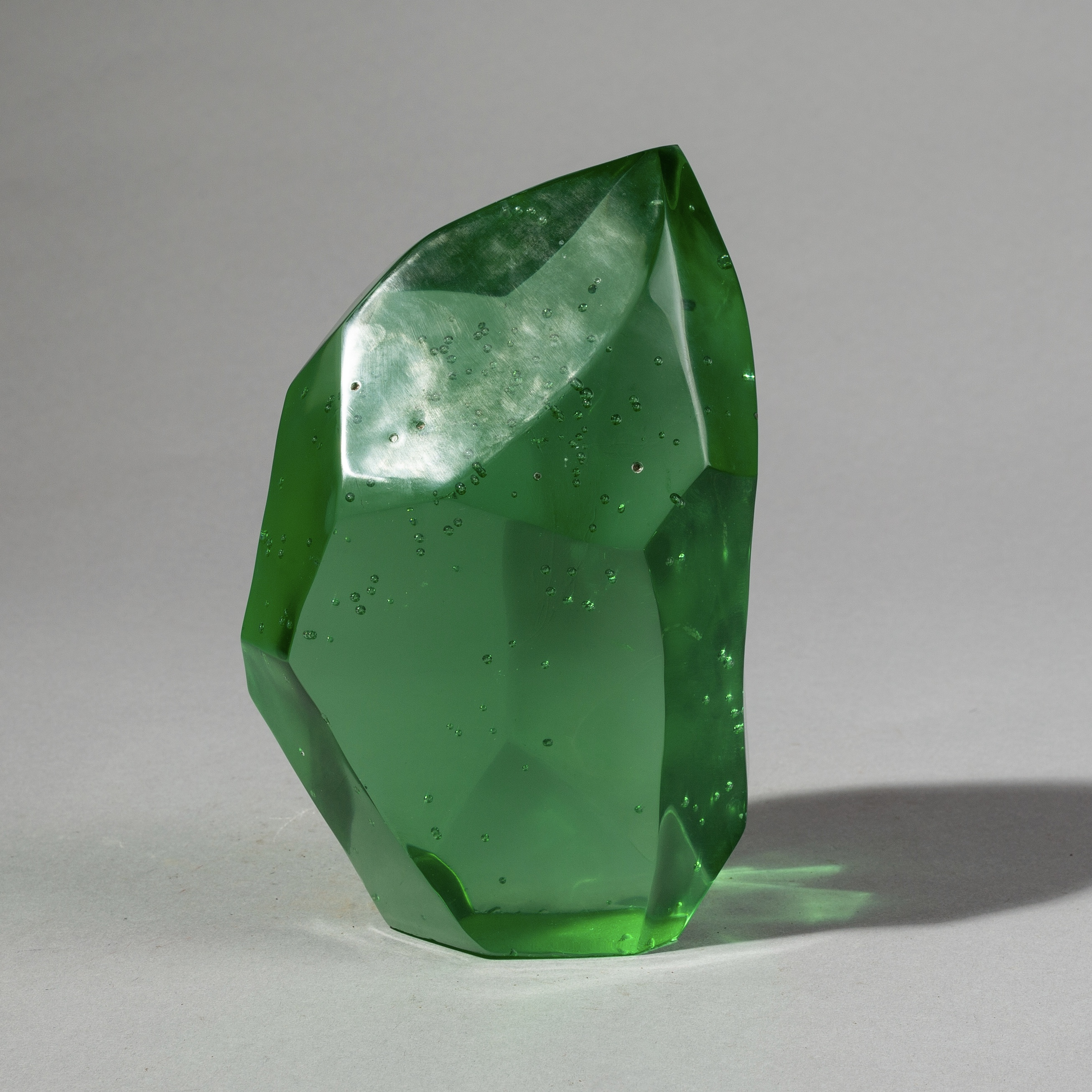 A BRILLIANT EMERALD NATURAL GLASS FORM FROM MADAGASCAR ( No 2671 )