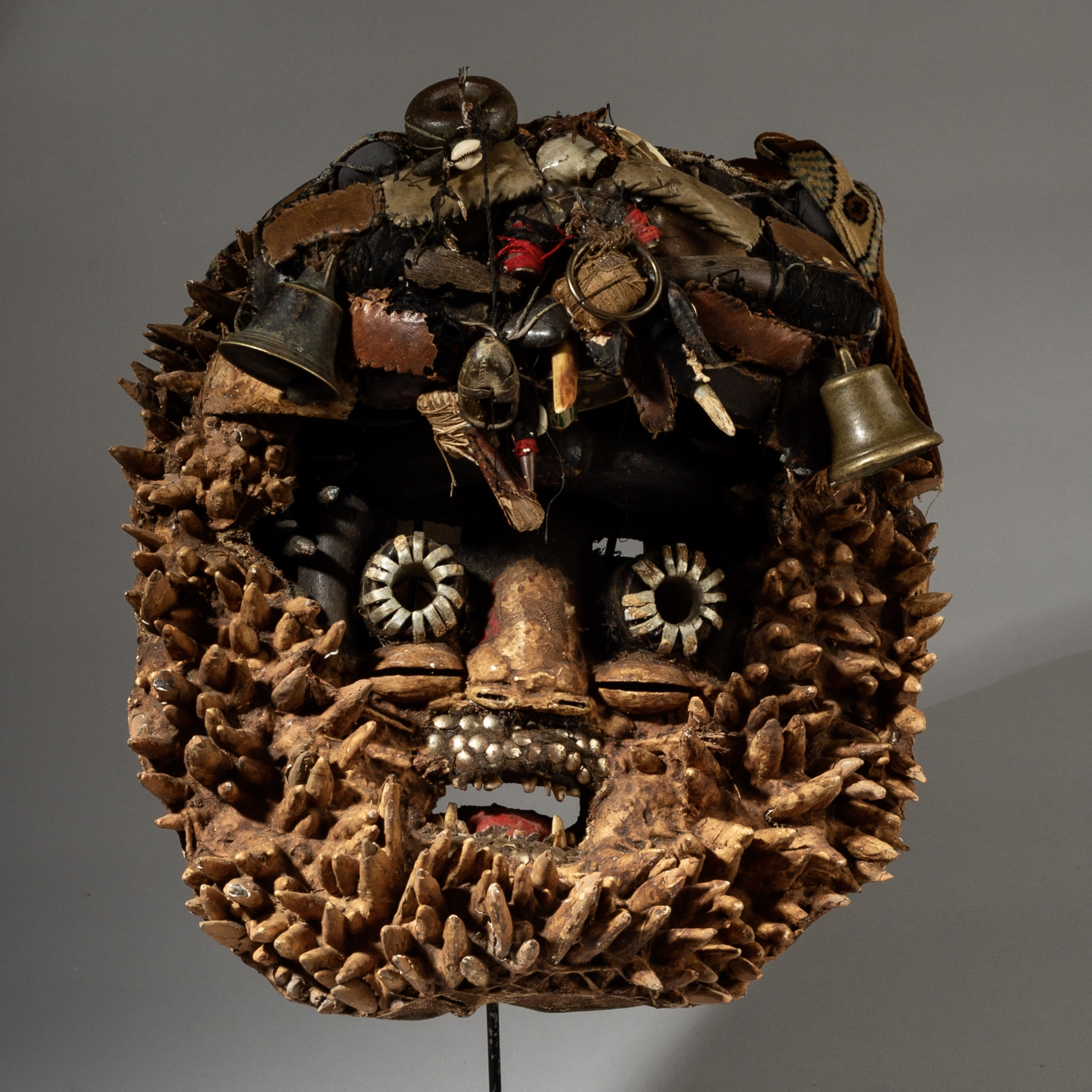SPECIAL DEAL SD A MASSIVE DETECTIVE MASK, GUERRE TRIBE IVORY COAST.( No 3115 )