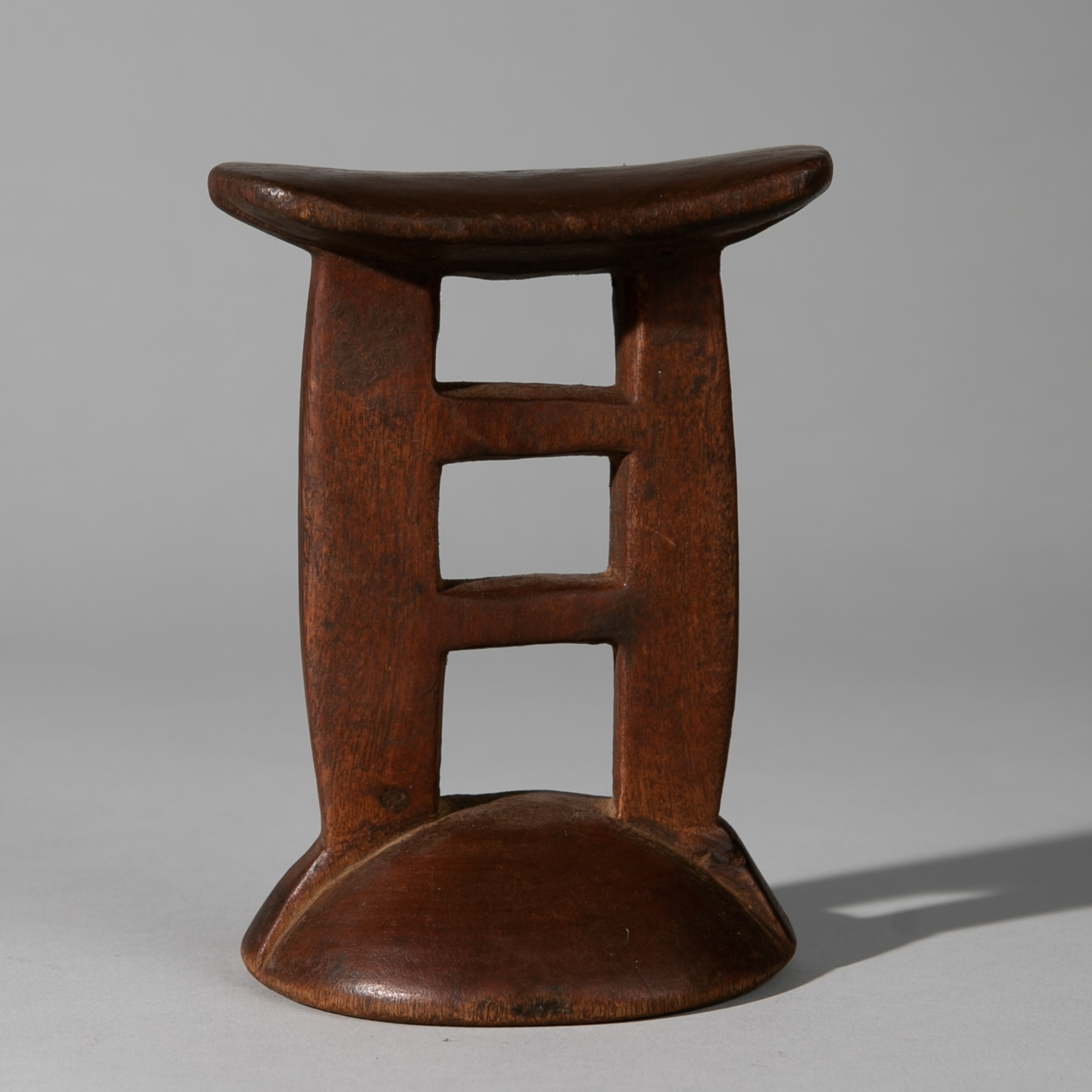 Sold HZ-AN EXCELLENT HIMBA HEADREST FROM NAMIBIA ( No 3896 )