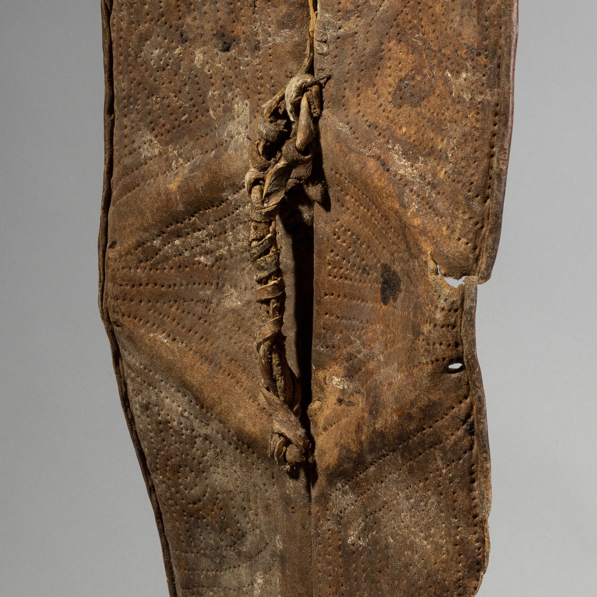 A WORN LEAF SHAPED KONSO SHIELD FROM ETHIOPIA ( No 1407 )