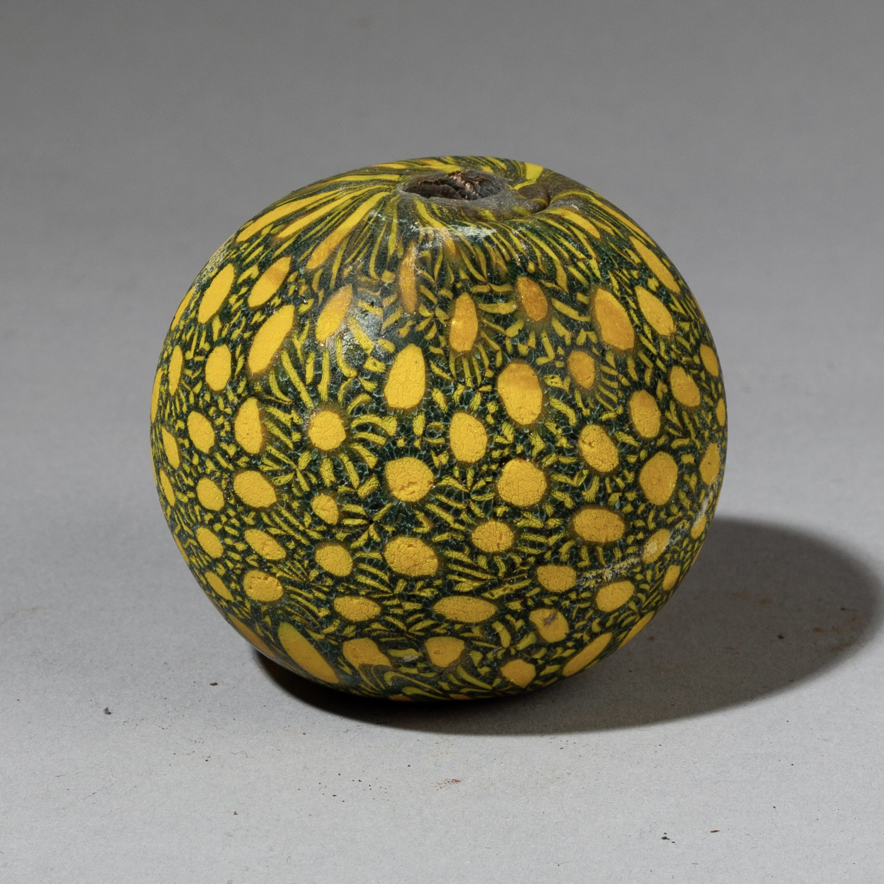A PRETTY YELLOW BIG BEAD FROM JAVA ( No 3282 )