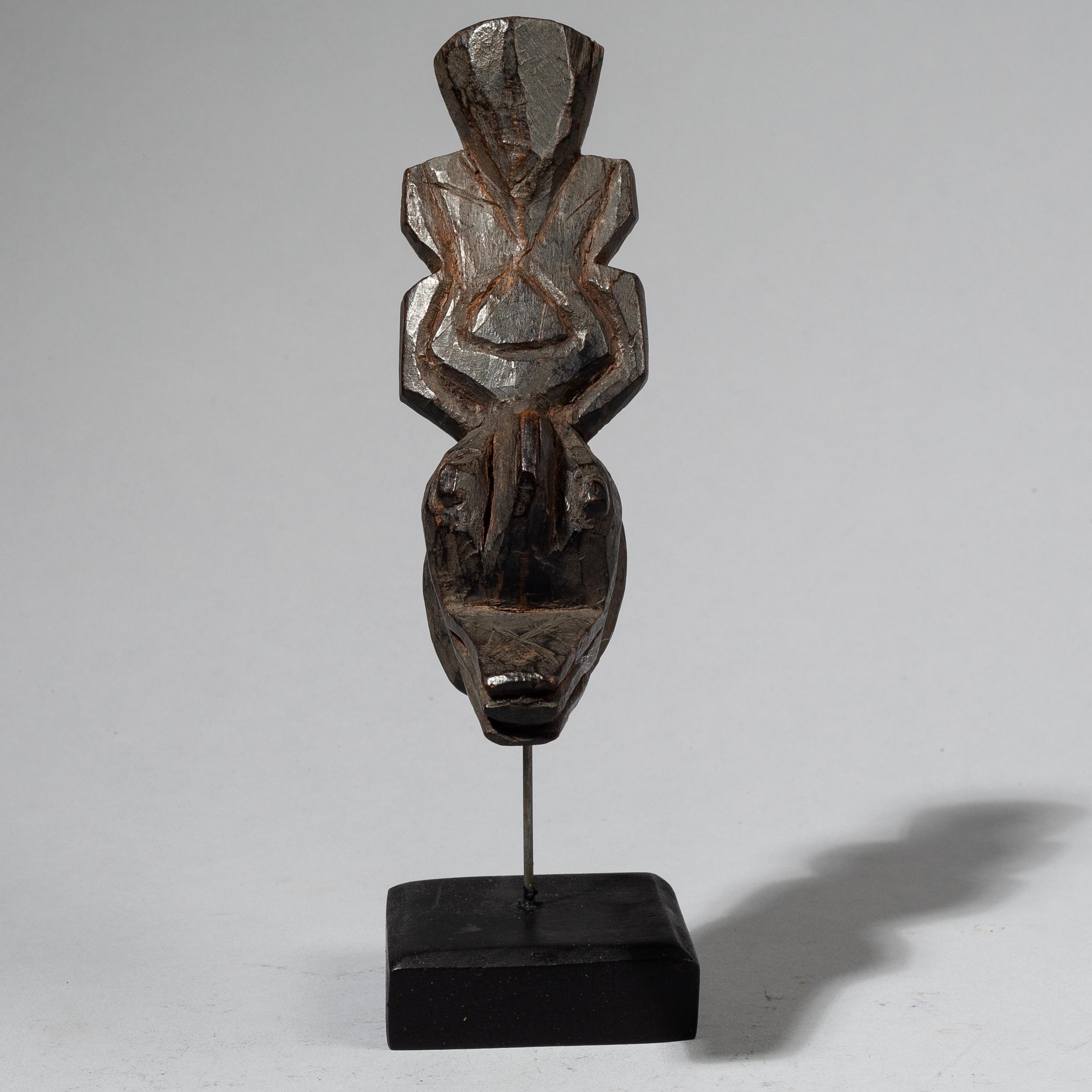 A MINIATURE MASK, MOSSI TRIBE OF BURKINA FASO W. AFRICA ( No 4465 )