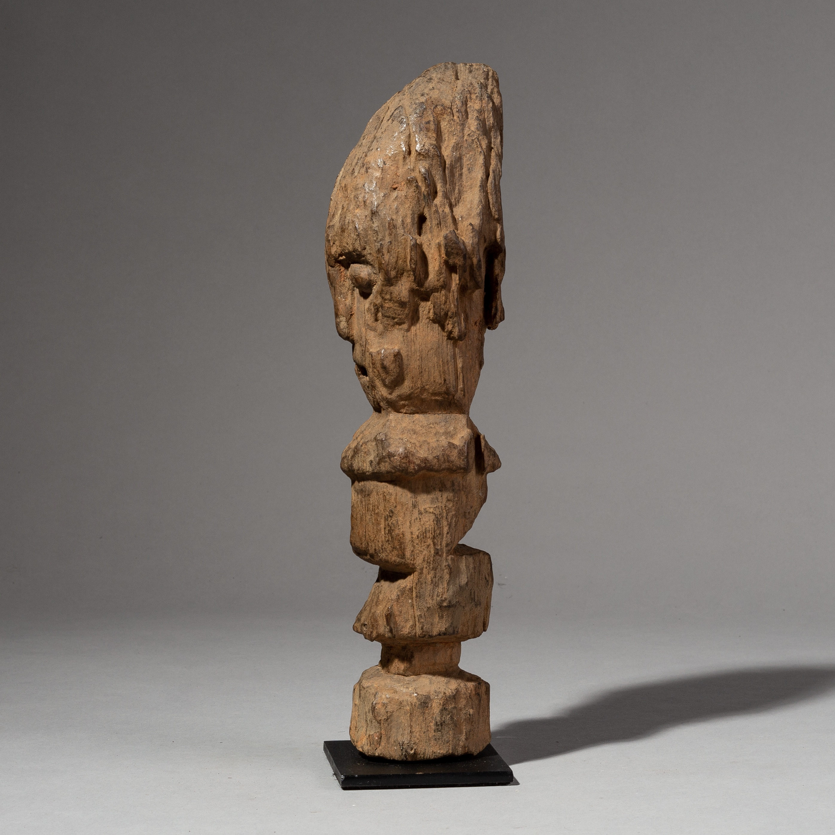 ( SOLD- LY )- SD A EARTHY WEATHERED FON ALTAR FIGURE FROM BENIN ( No 2045 )