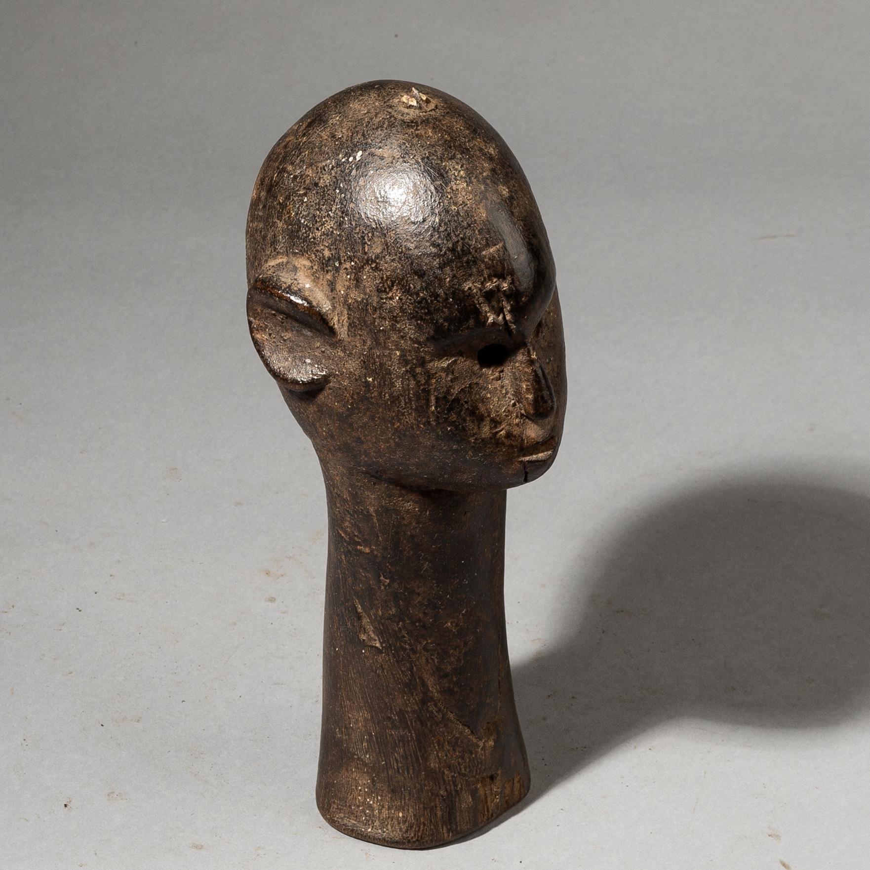 AN INTERESTING NYAMWESI HEAD FROM TANZANIA ( No 3570 )