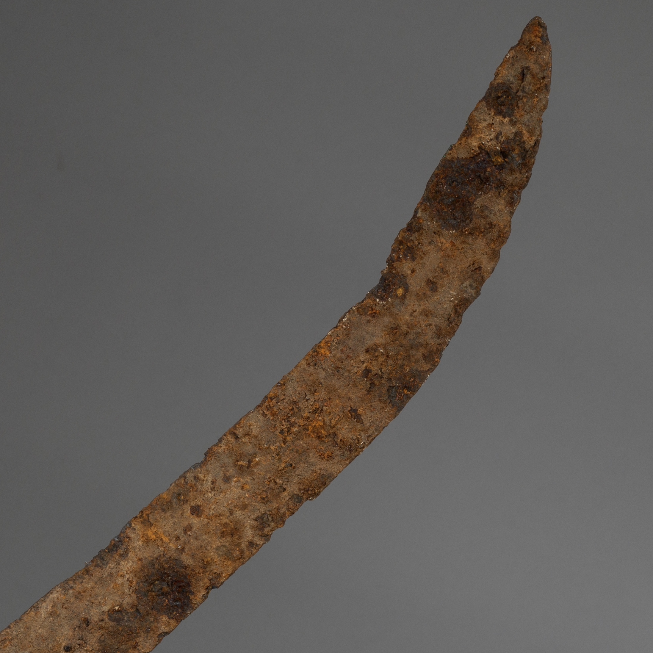 A SENUFO 18THC IRON CURRENCY BLADE FROM THE IVORY COAST ( No 3231 )