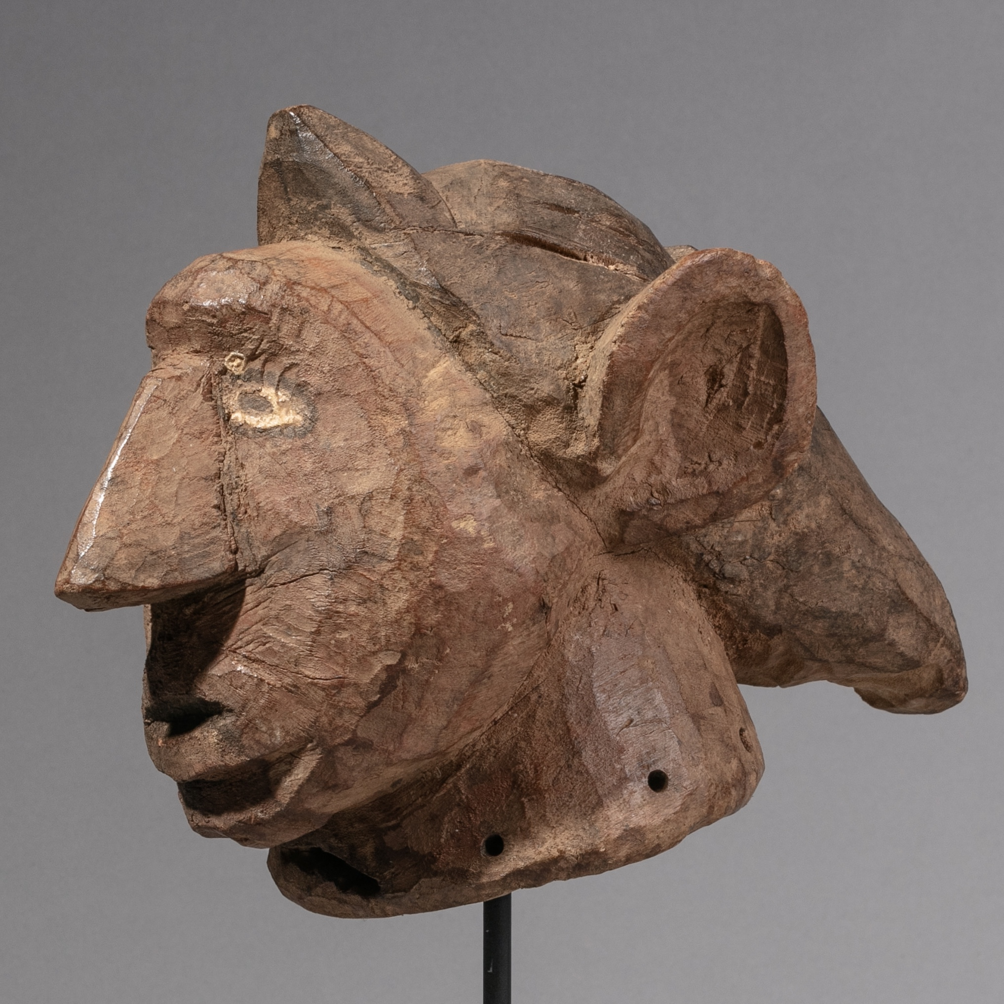 ( SOLD- LY ) -SD AN ELF- LIKE HEADDRESS FROM GURUNSI TRIBE OF BURKINA FASO ( No 1586 )
