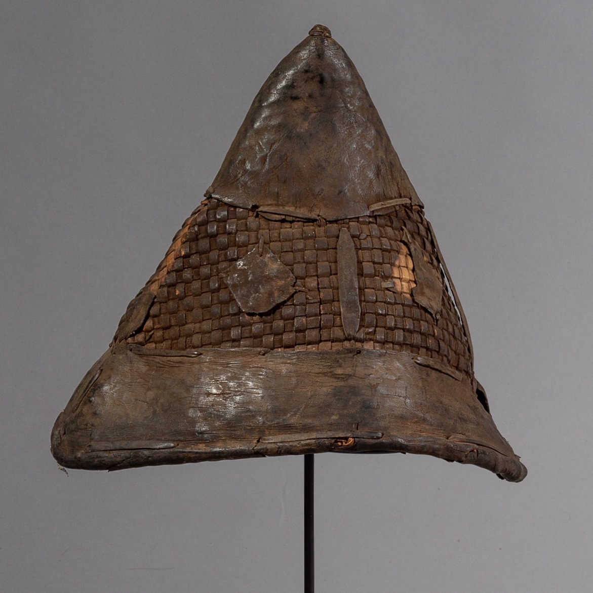 A WOVEN NATURAL FIBRE + LEATHER HAT FROM CAMEROON ( No 1640 )