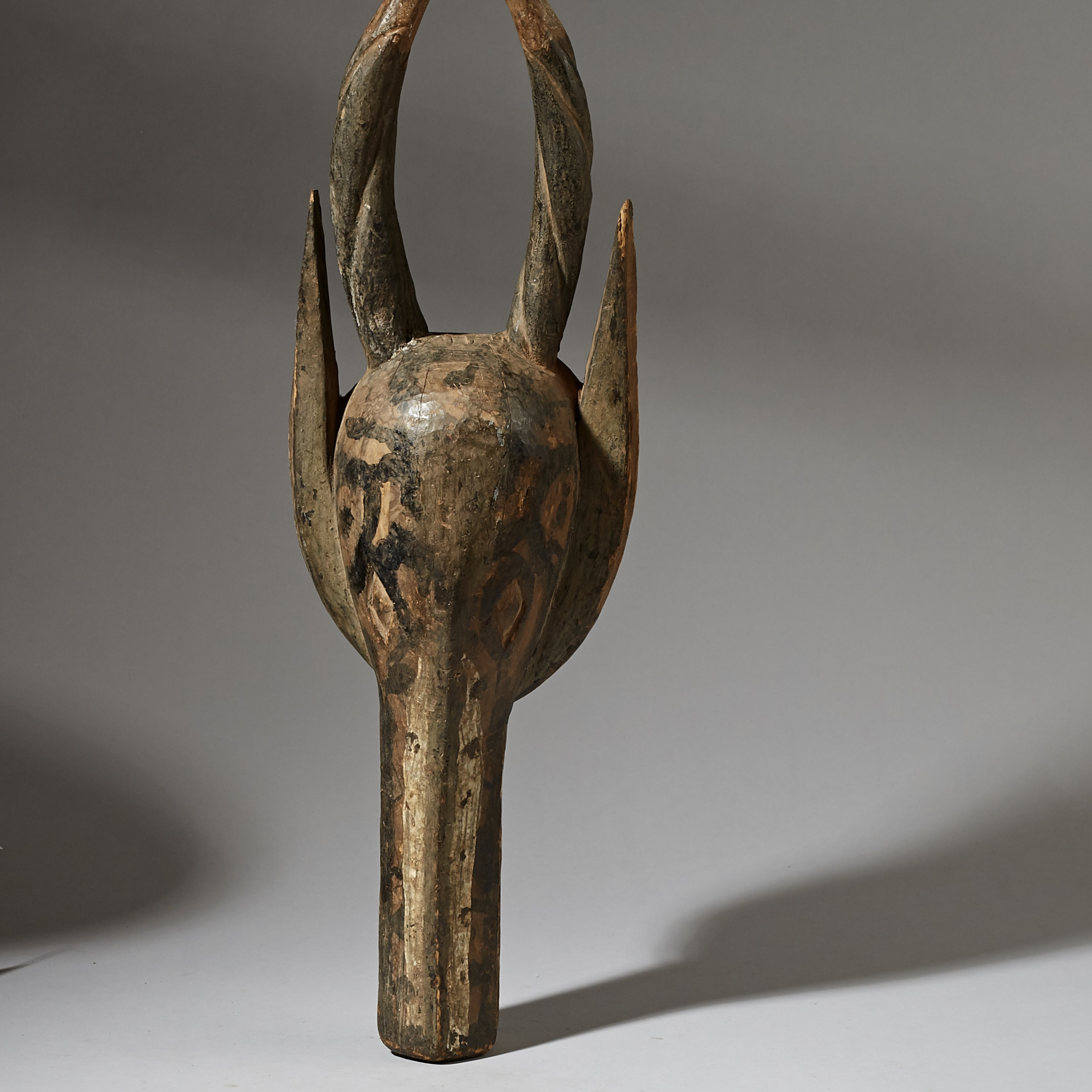 A MONOCHROMATIC ANTELOPE MASK FROM NIGERIA ( No 2886 )