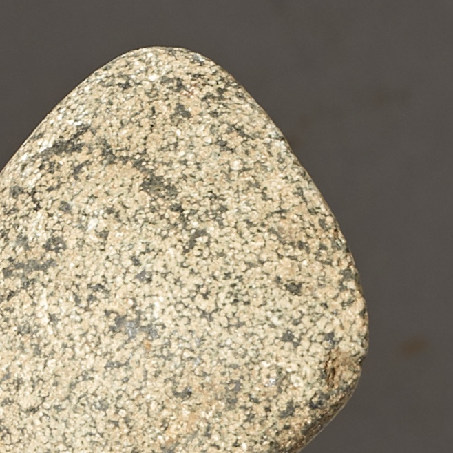 A SPECKLED GRANITE STONE TOOL FROM  THE SAHARA  ( No   3200 )