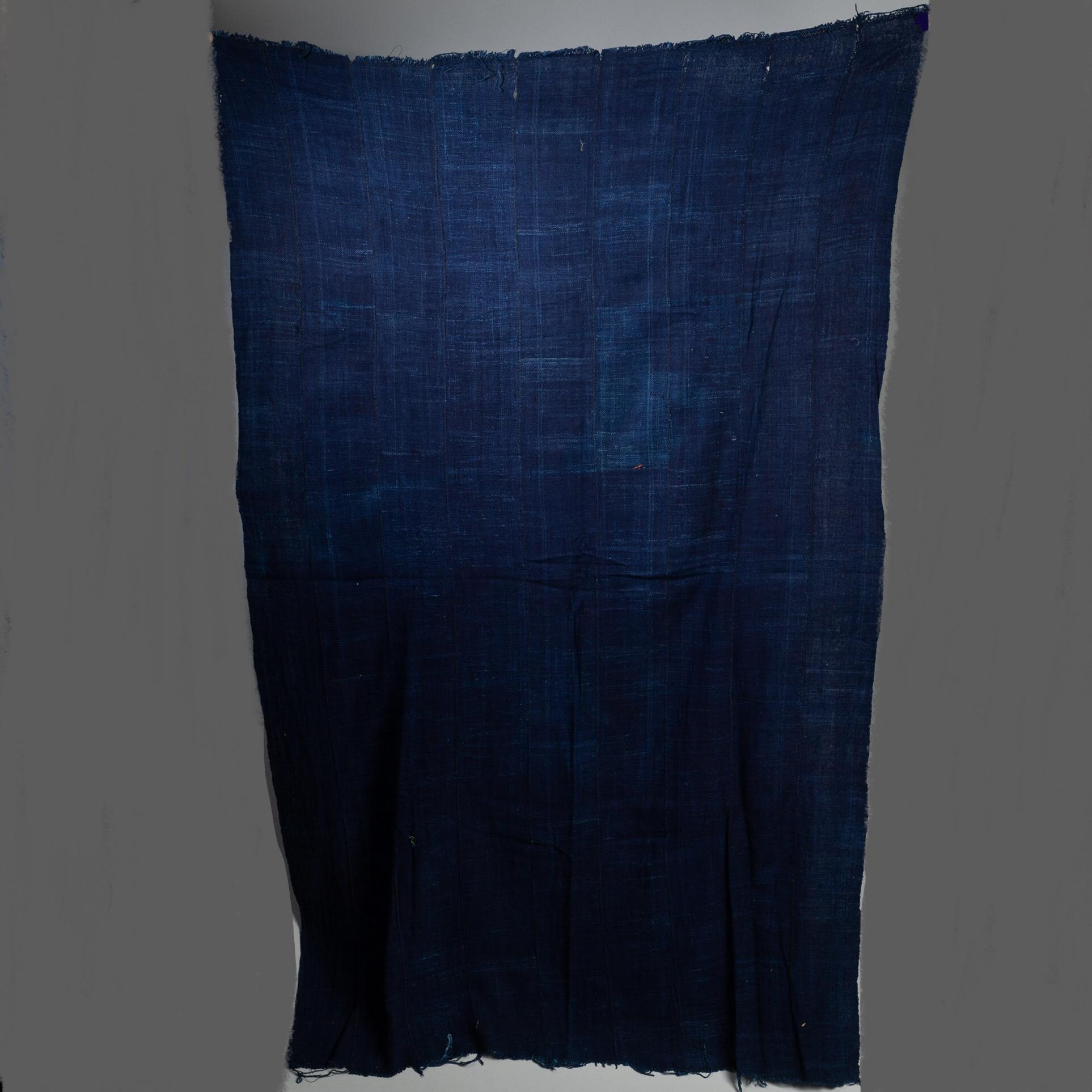 A DEEP BLUE INDIGO WOMENS CLOTH, BURKINA FASO ( No 3274 )