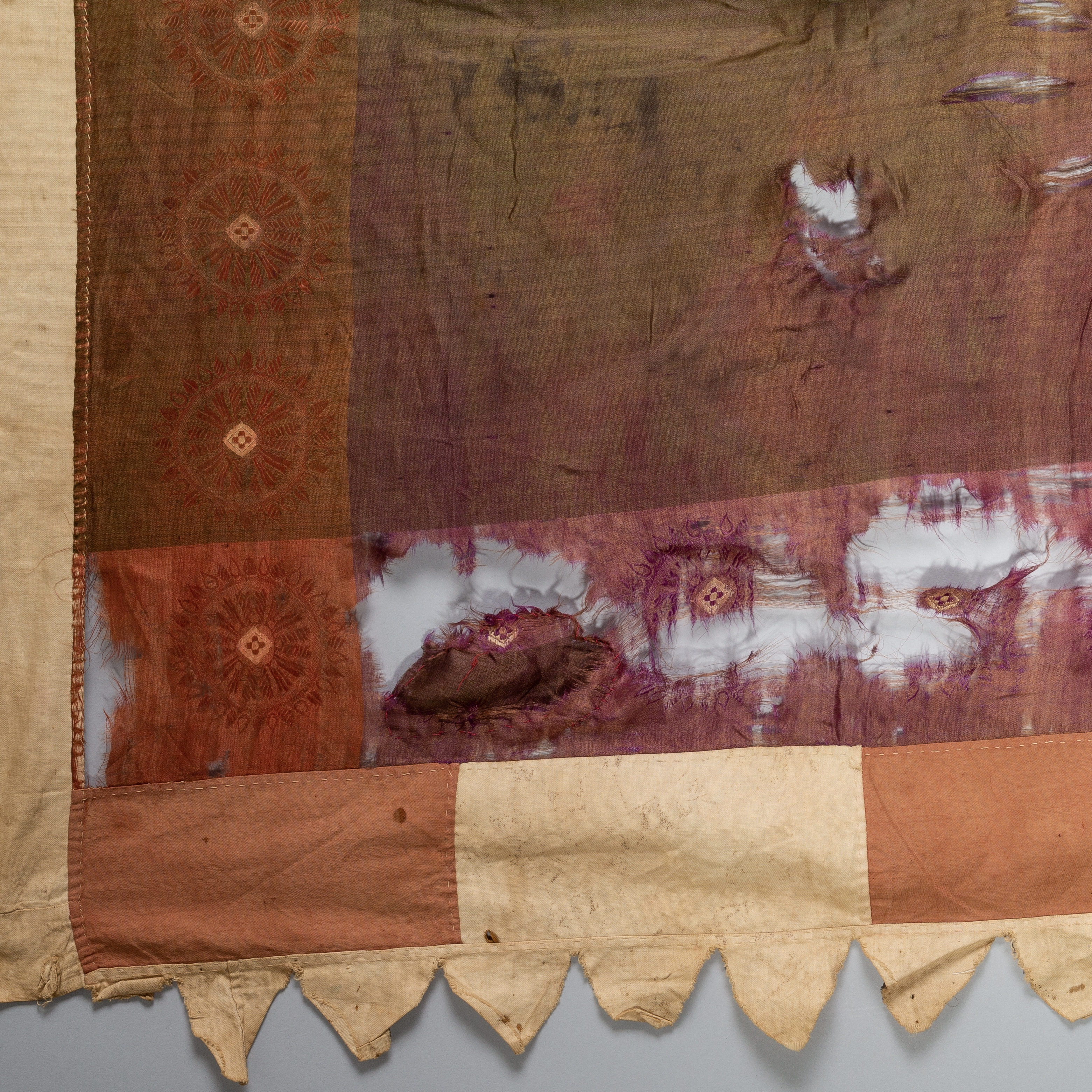 A RARE SILK FANTE FLAG FROM GHANA (Now mounted ) ( No 1670 )
