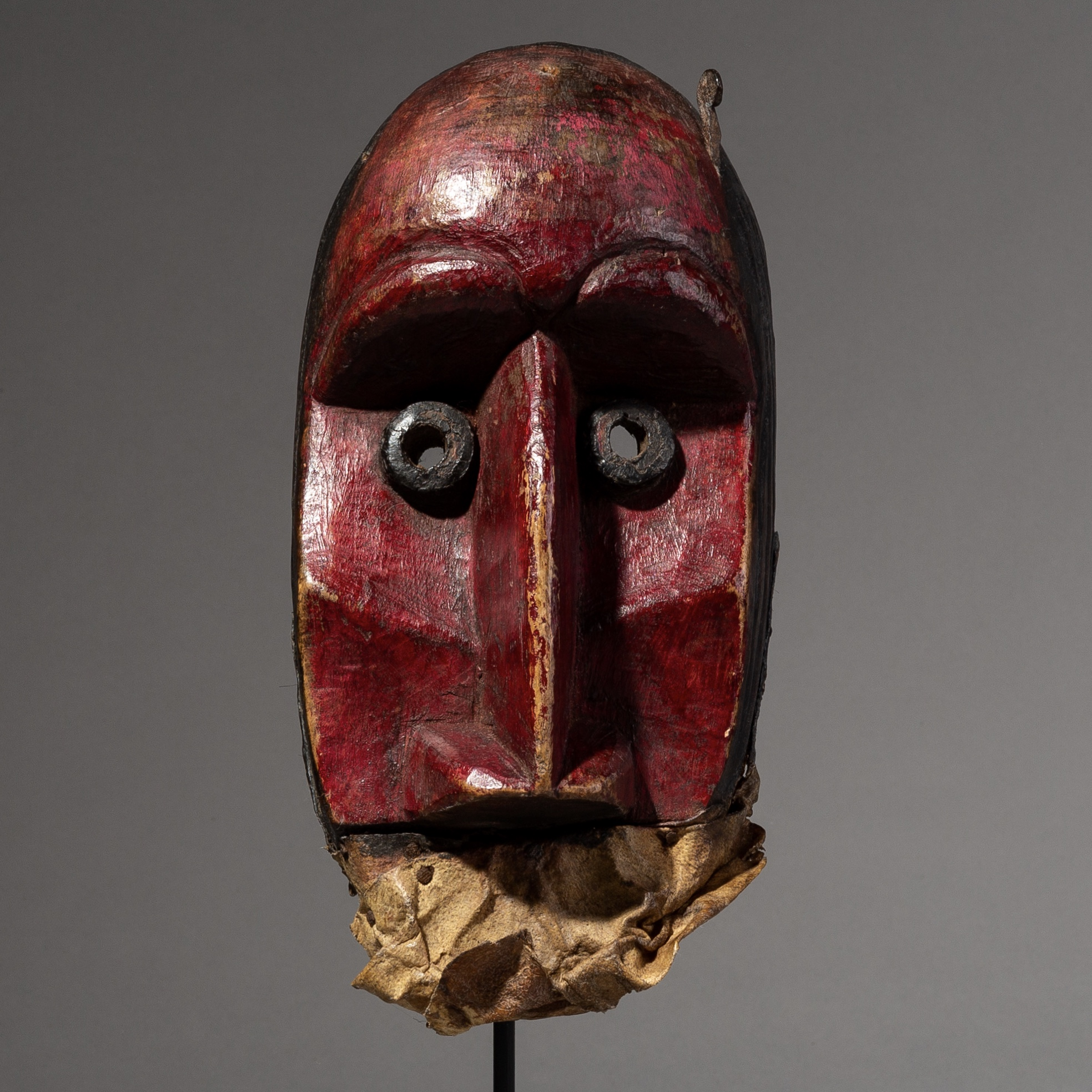 A POWERFUL OLD  DAN TRIBE MASK FROM IVORY COAST  ( No 2055 )