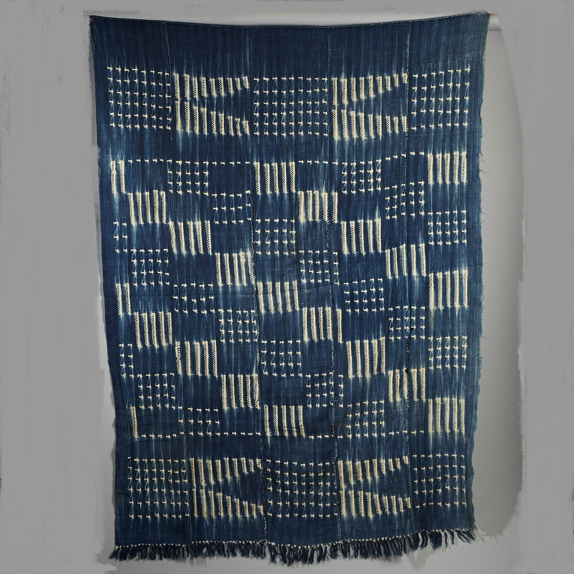A GRAPHIC CHEQUERED INDIGO CLOTH FROM BURKINA FASO ( No 3025 )