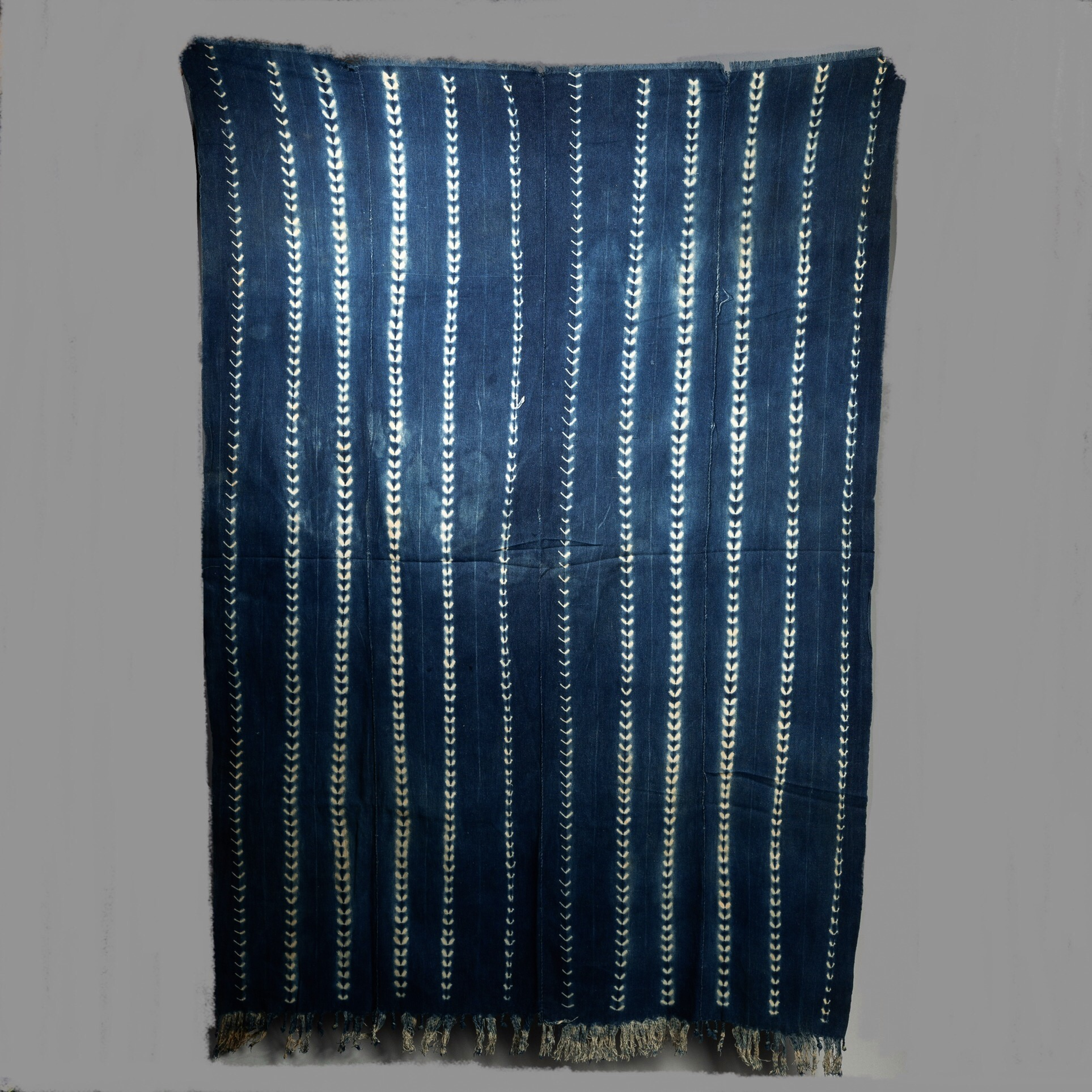 A DELICATELY PATTERNED WOMANS CLOTH, MOSSI TRIBE BURKINA FASO ( No 3248 )