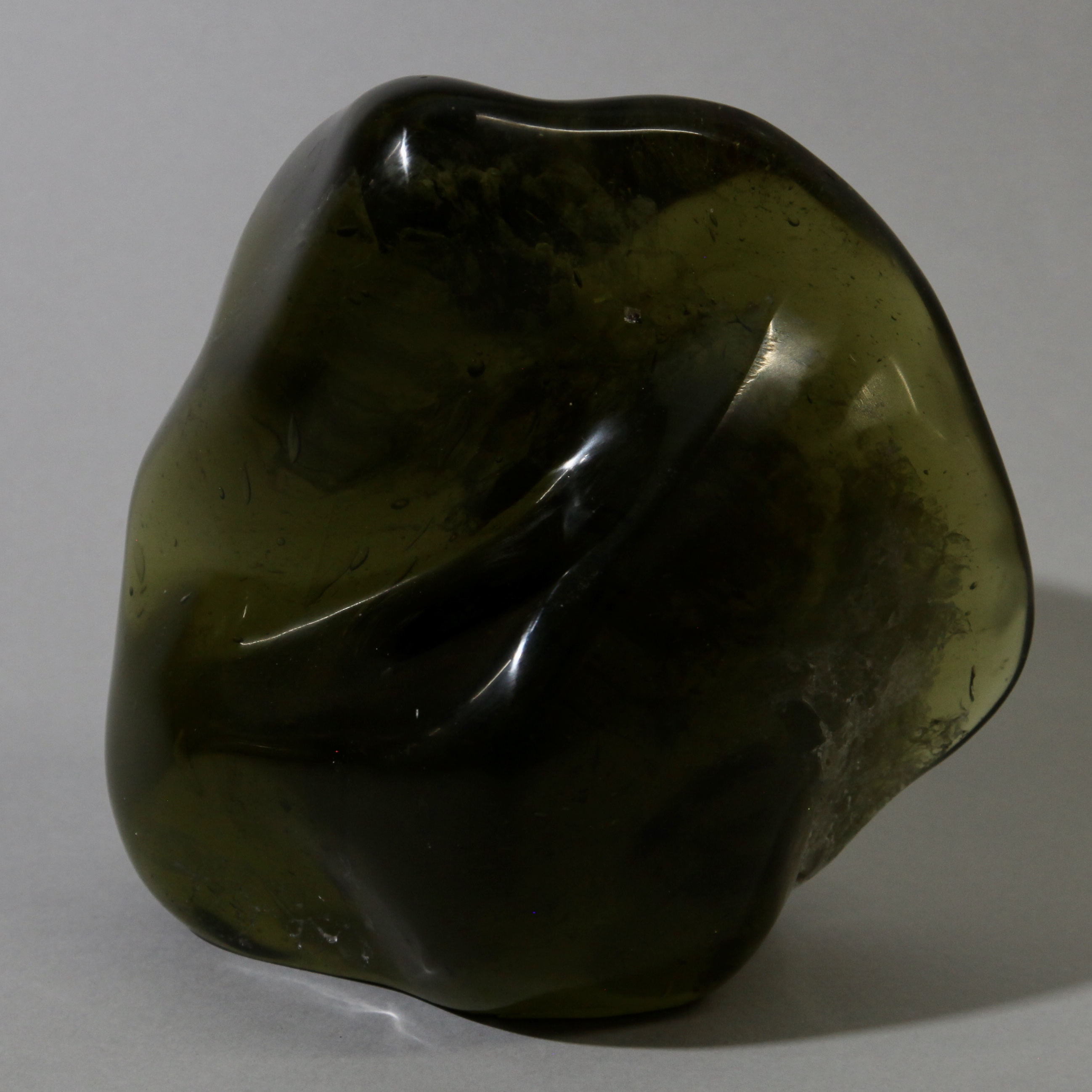 A FUGACIOUS GLASS FORM ( No 1186 )  NM