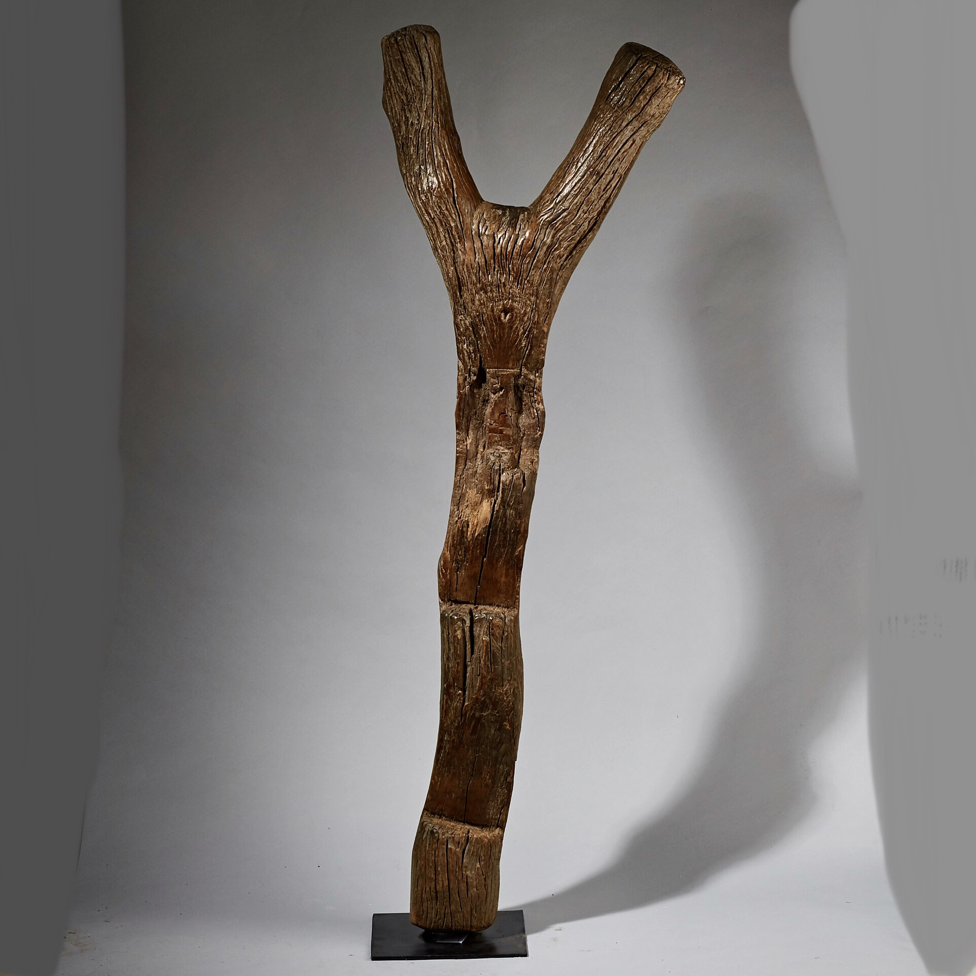 A WEATHERED LADDER FROM THE DOGON TRIBE OF MALI ( No 2573 ) EU POSTAGE ONLY