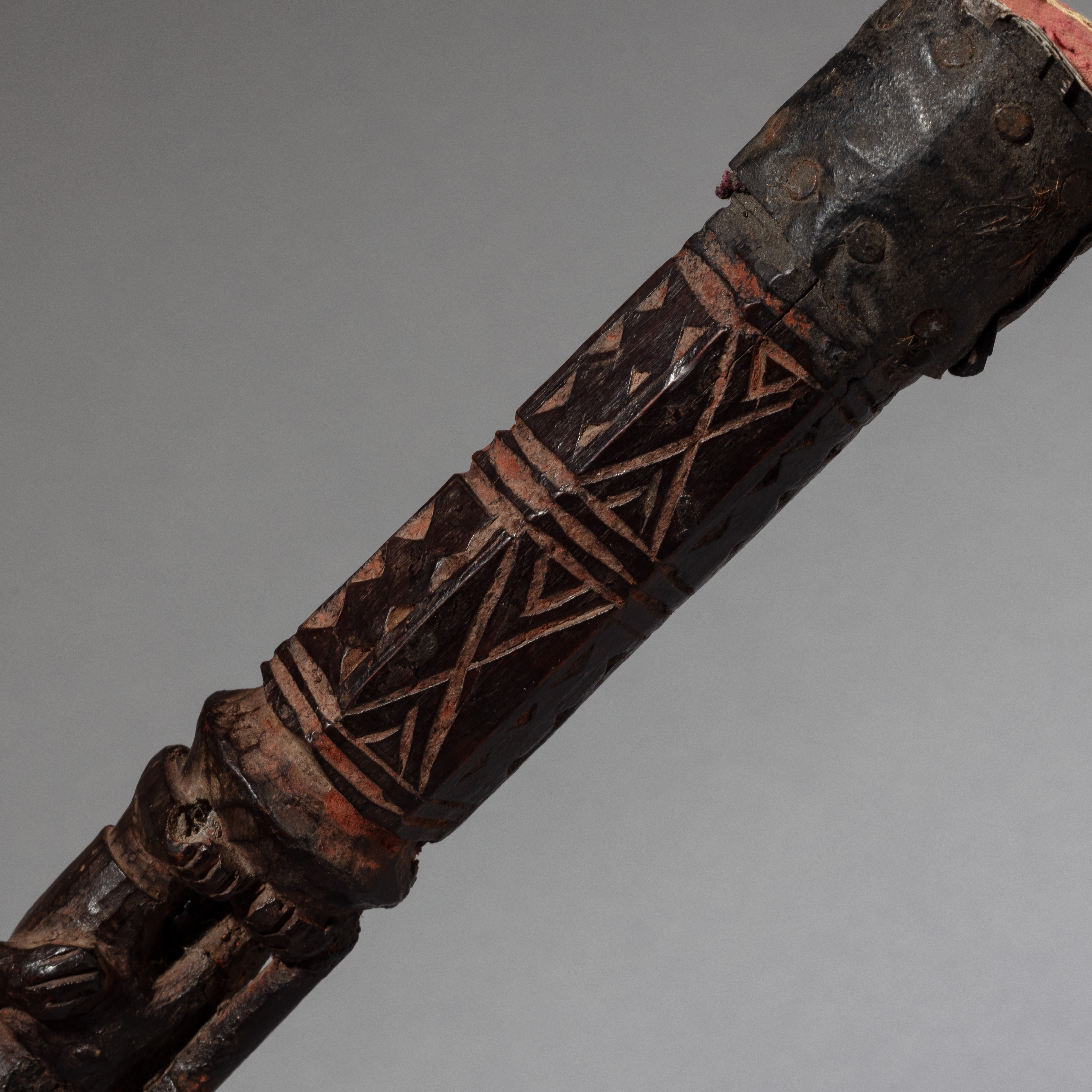 A FINE FIGURATIVE YORUBA FLY WHISK FROM NIGERIA ( No 3359 )
