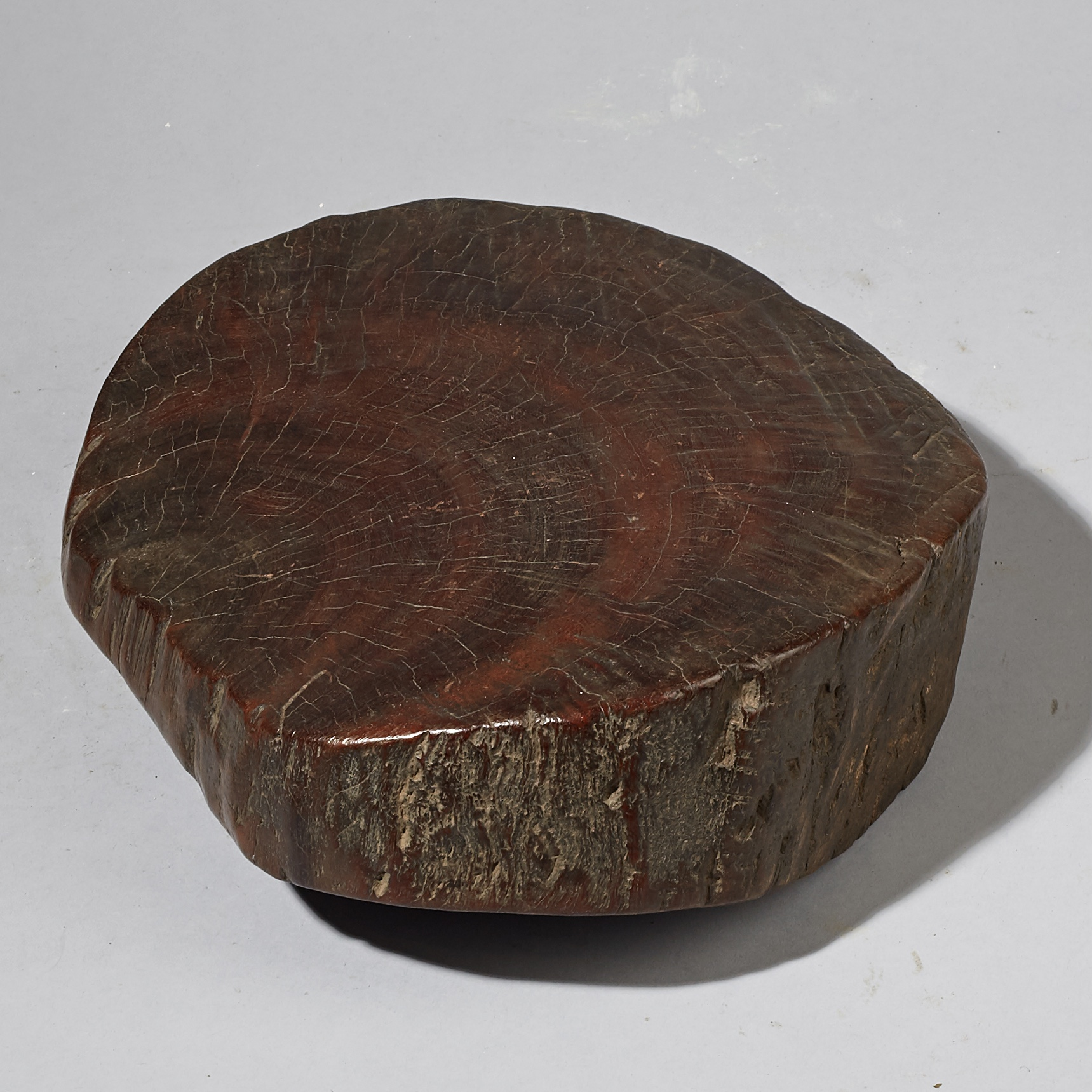 AN ORGANIC SIMPLE WOODEN STOOL OR STAND FROM ETHIOPIA  ( No 2977 )