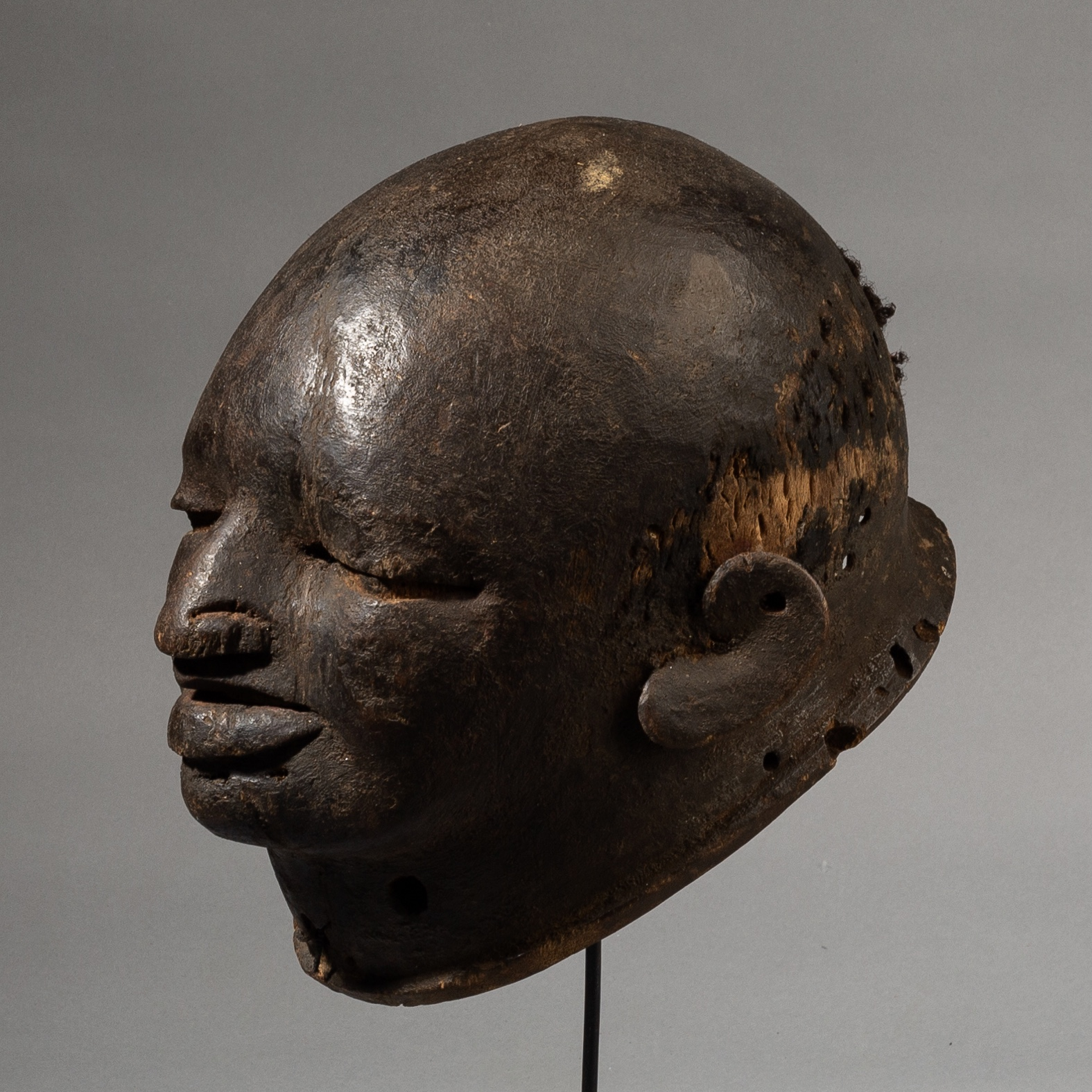 A POWERFUL MAKONDE TRADER HELMET MASK FROM TANZANIA, E AFRICA ( No 3504 )