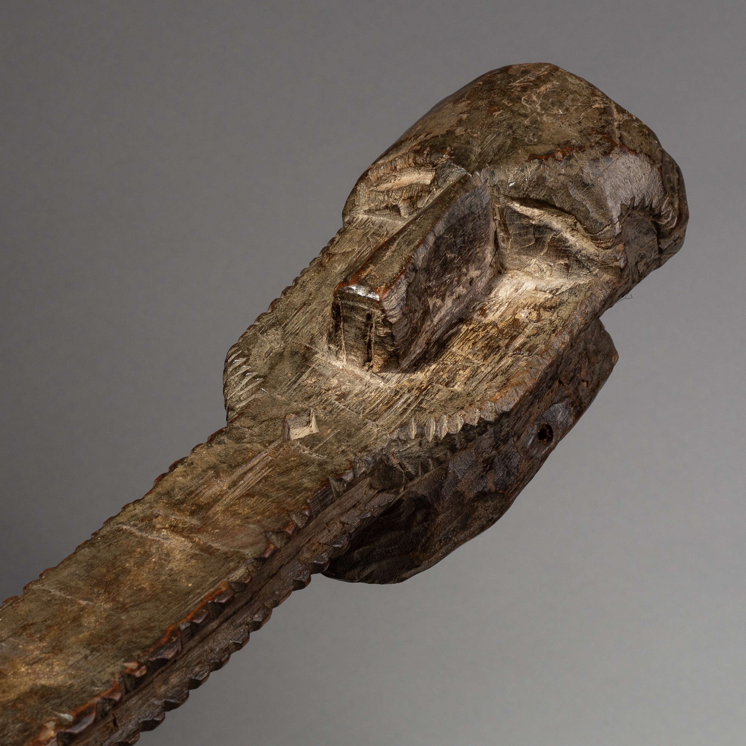 SD AN UNUSUAL ABSTRACT CROCODILE MASK FROM NIGERIA ( 1967 )