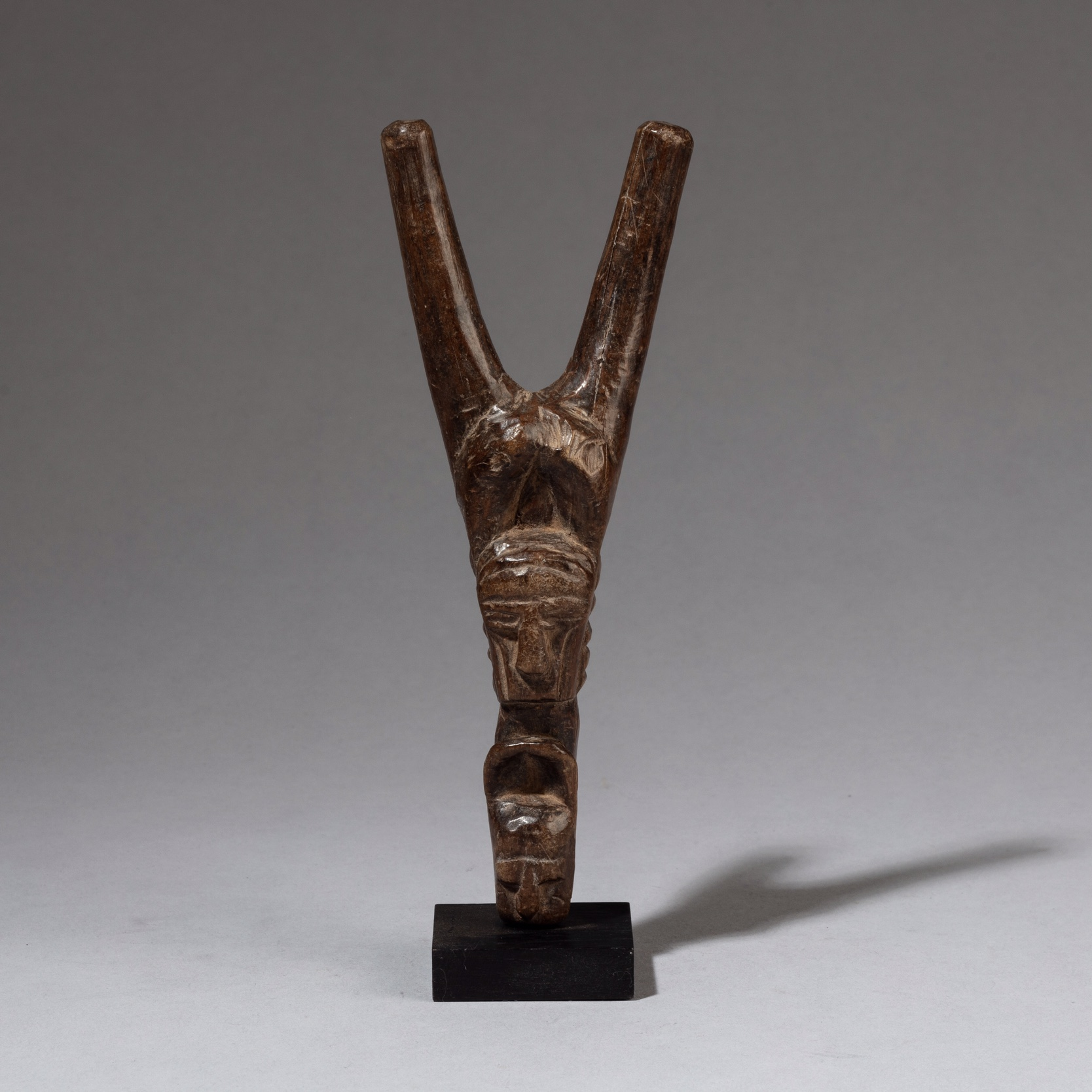 A DOUBLE MASKED BAULE CATAPULT FROM THE IVORY COAST ( No 3387 )