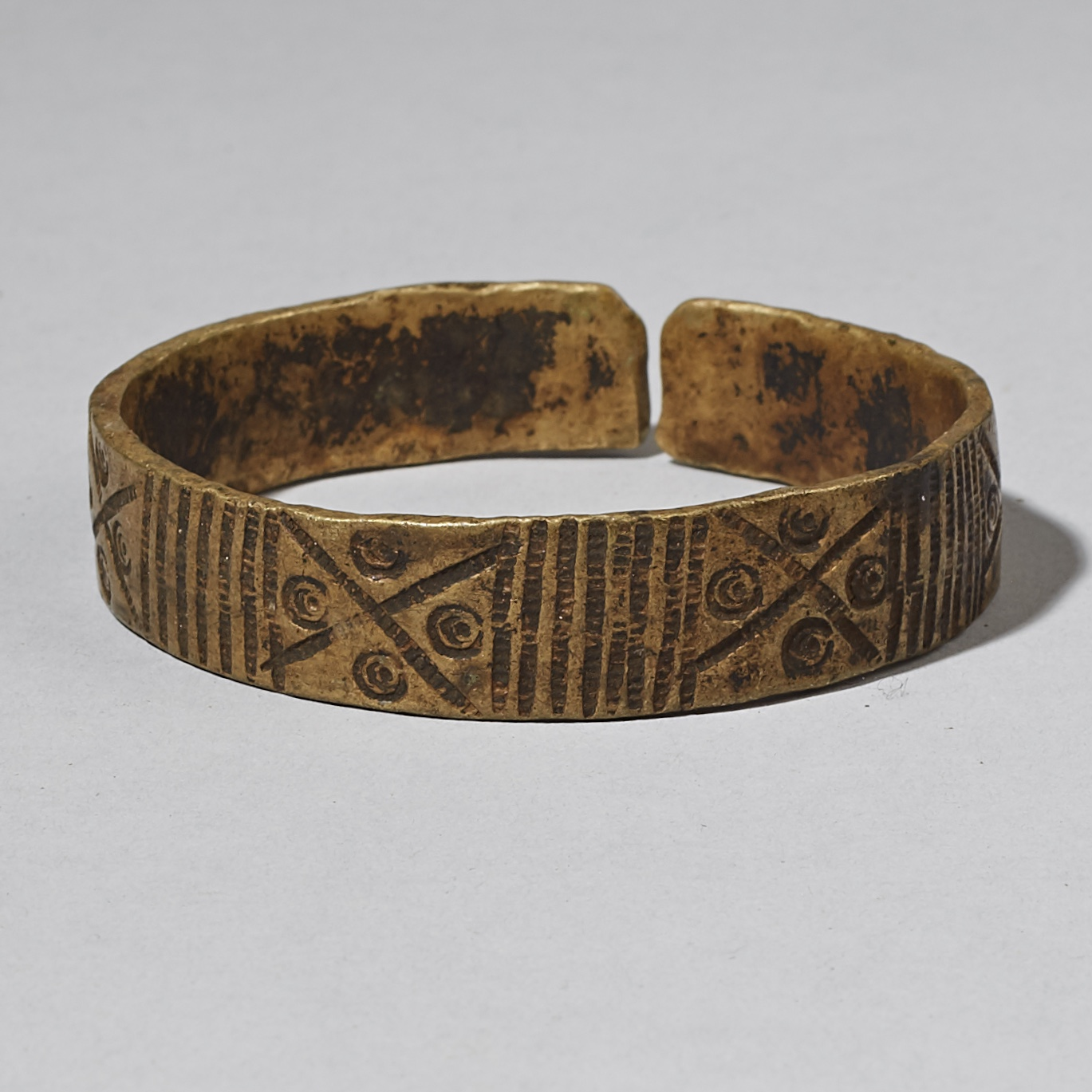 ( Sold Timtim )--A BRONZE BRACELET, HAUSA TRIBE OF NIGERIA ( No 3403 )