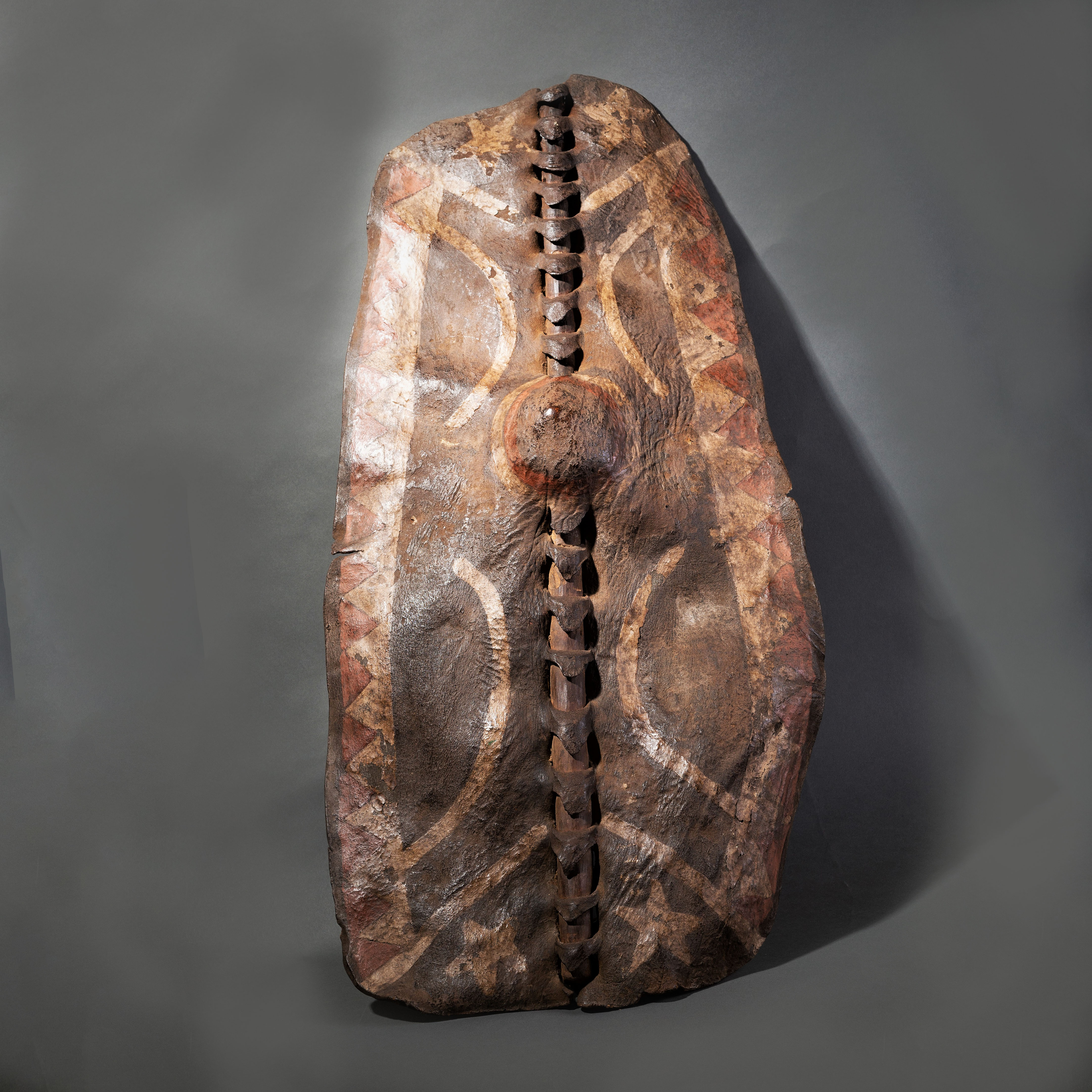 relist--A CHARACTERFUL   LEATHER DINKA SHIELD ( No 32 )