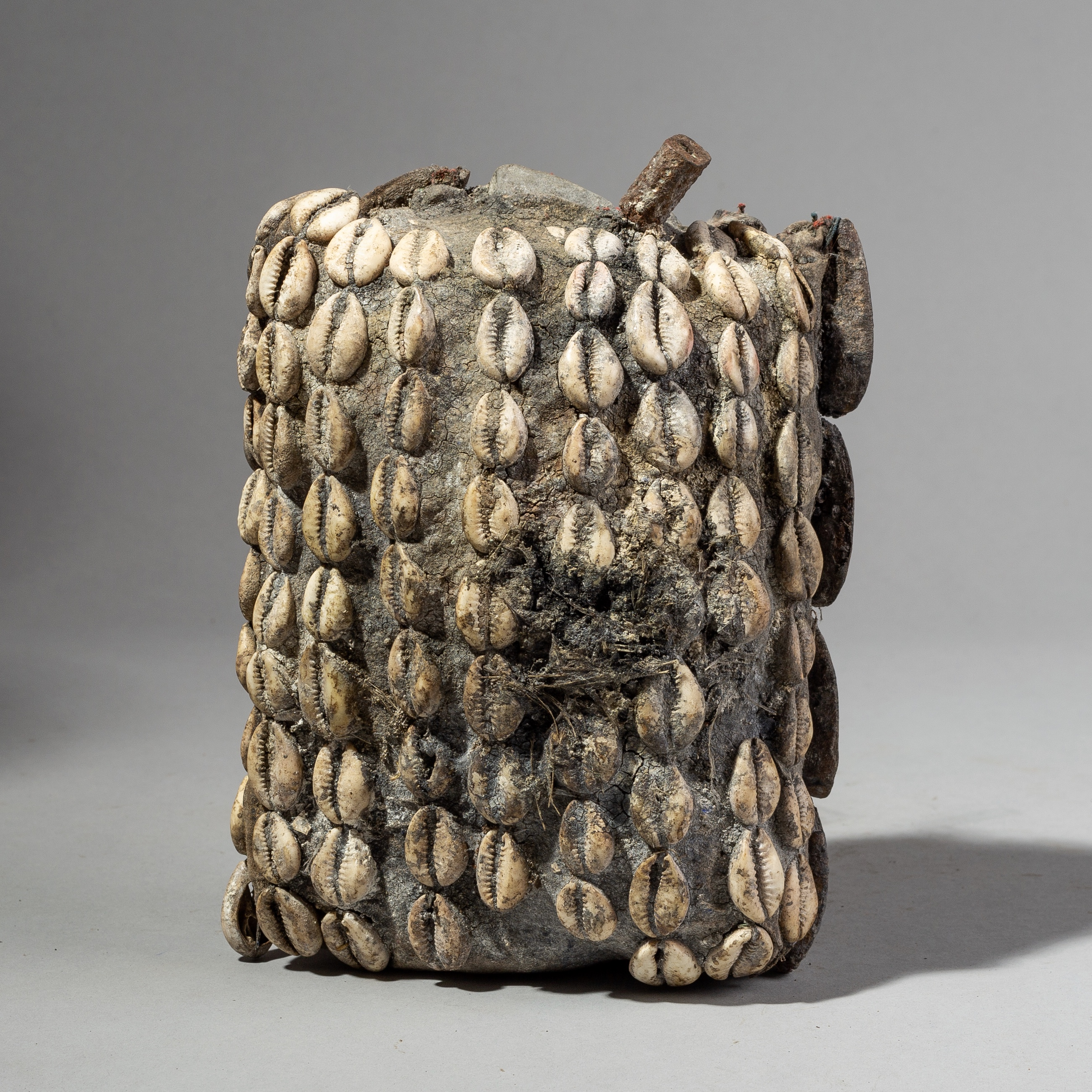 AN ENCRUSTED DOUBLE SIDED MAGICAL POUCH FROM BENIN ( No 1660 )