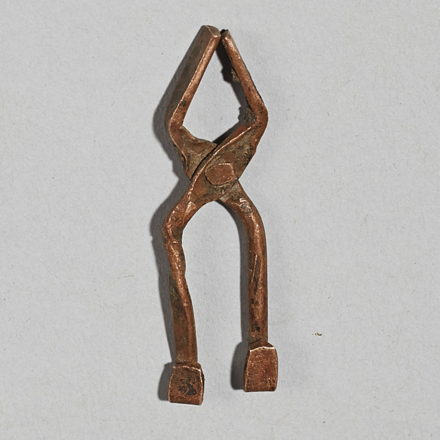 A MINIATURE SET OF TONGS FROM THE IVORY COAST ( No 4181)