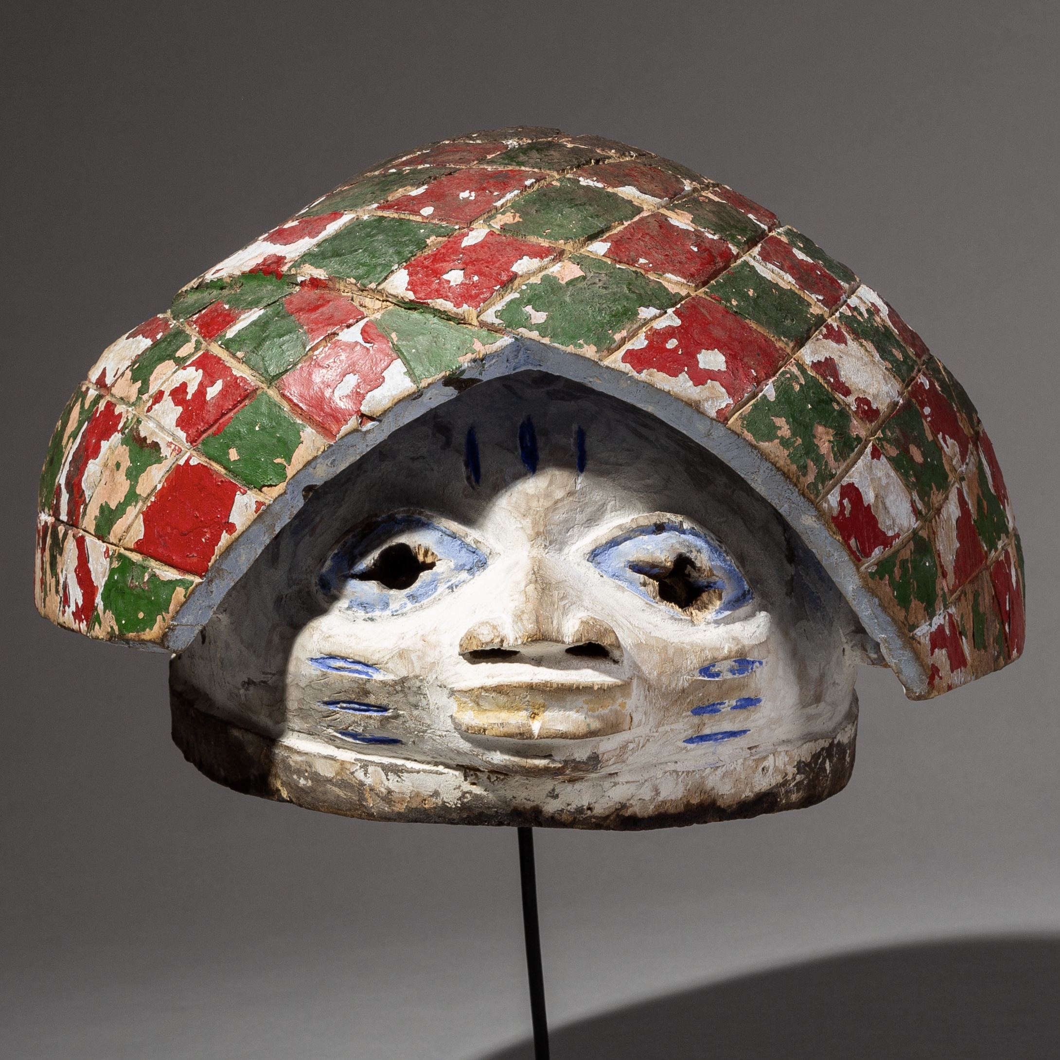 AN INCREDIBLY ATTRACTIVE + UNIQUE GELEDE MASK FROM NIGERIA ( No 2082 )
