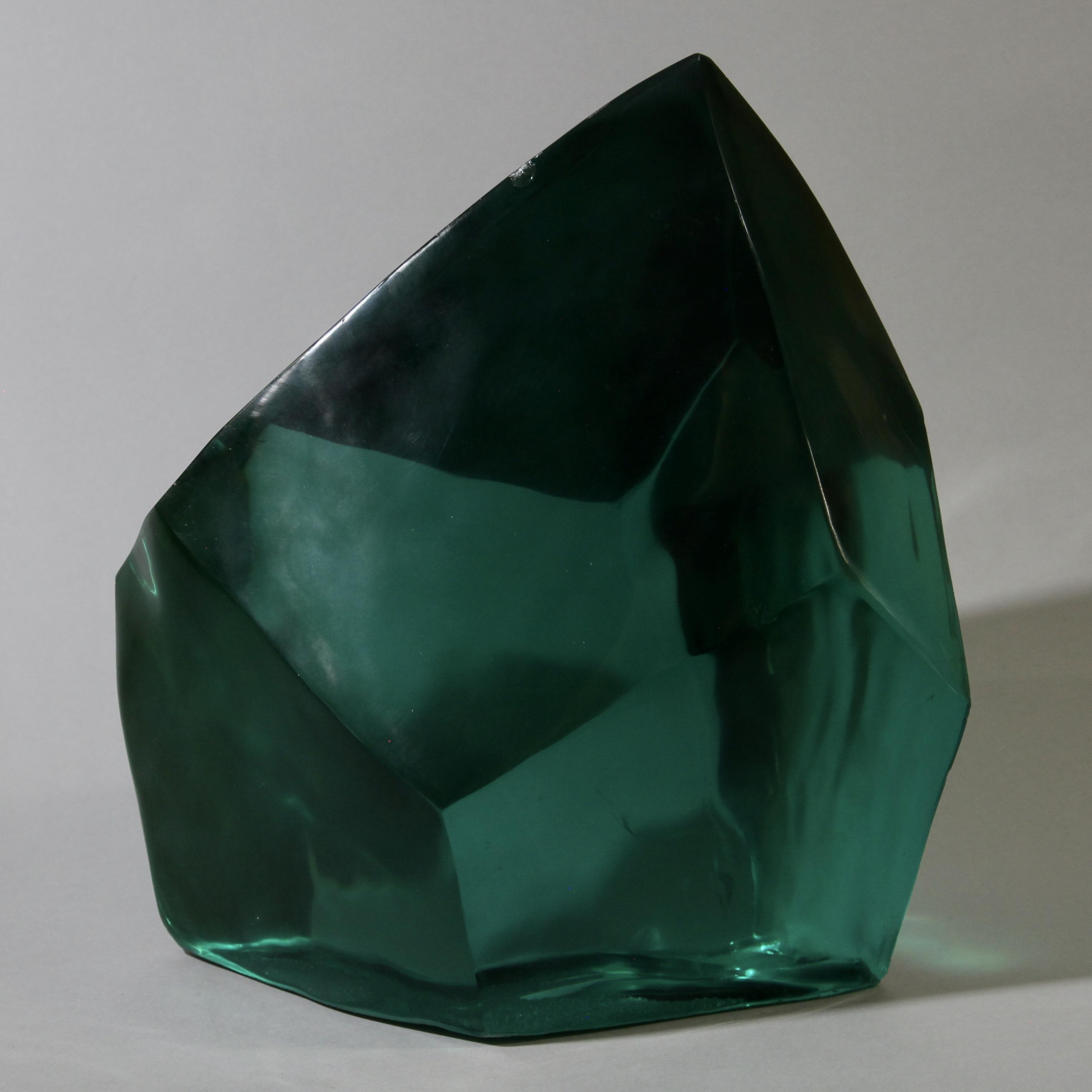 A GORGEOUS DEEP GREEN NATURAL GLASS FORM ( No 1784 )