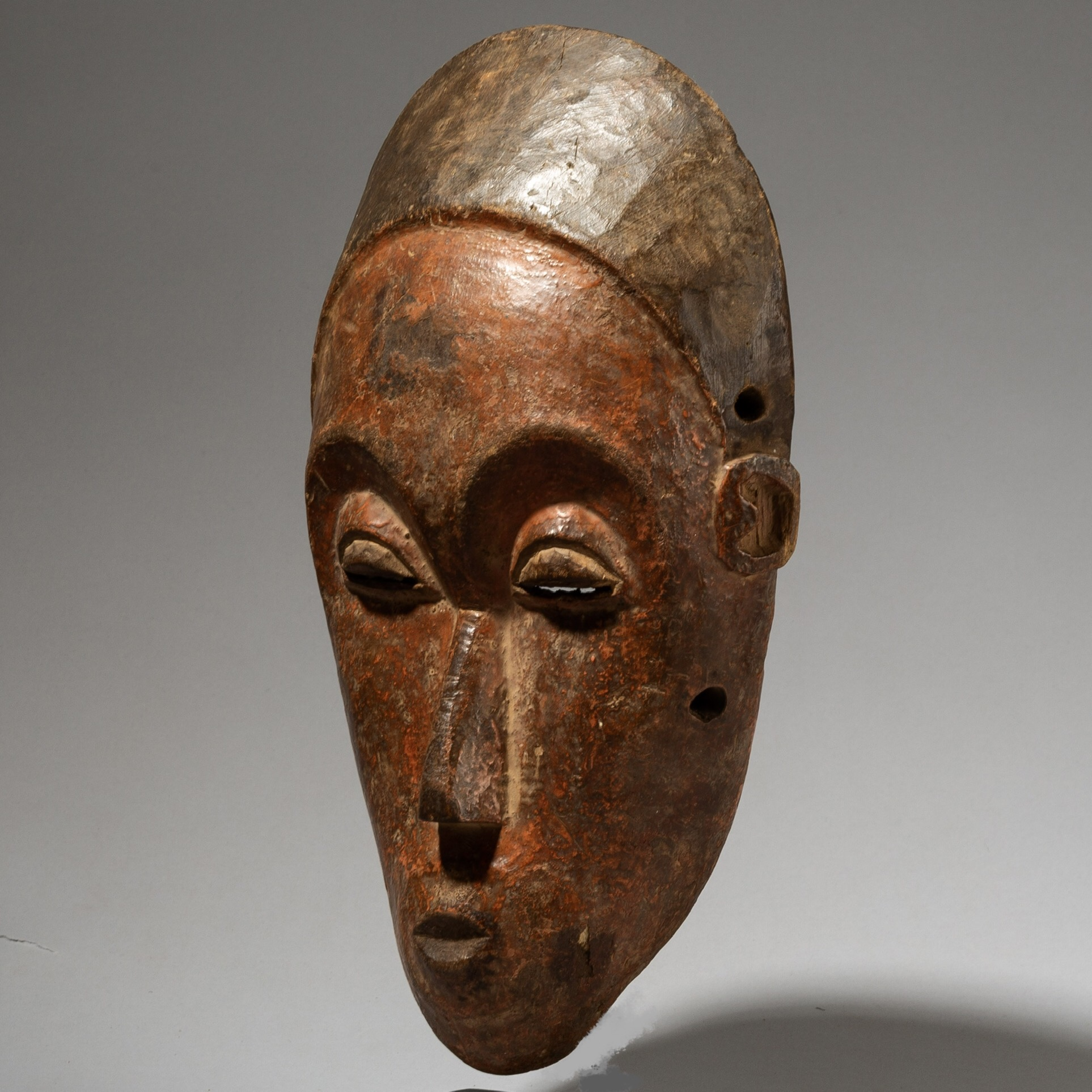 A REFINED BAULE FAMILY MASK FROM THE IVORY COAST( No 4020)