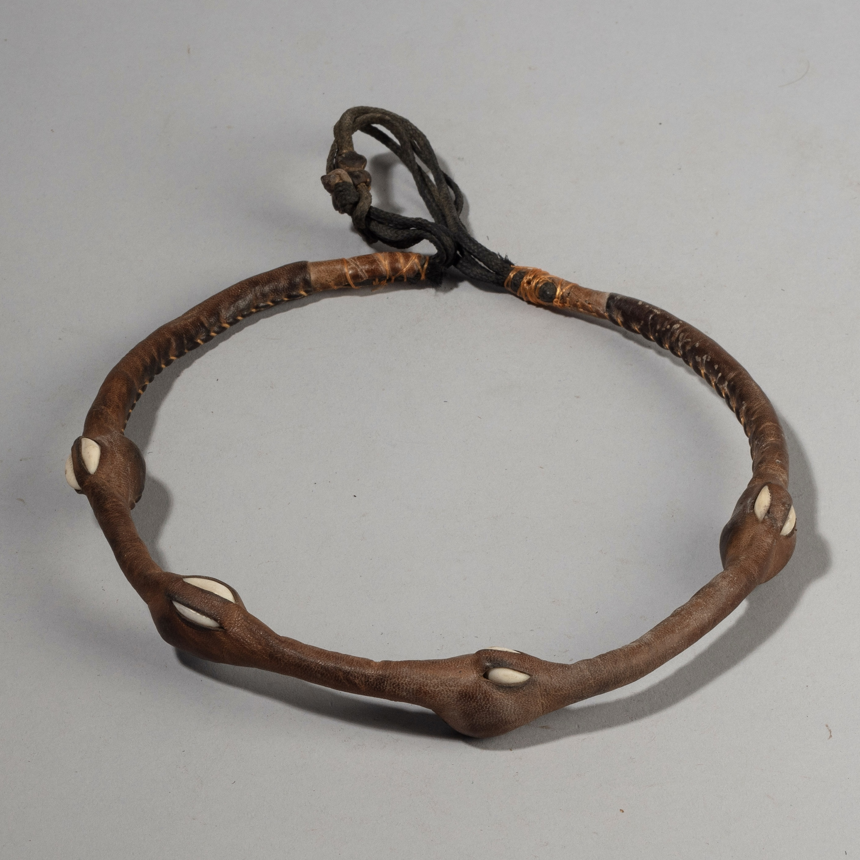 AN AWESOME TUAREG LEATHER +COWRIE SHELL NECKLACE FROM NIGER, SAHARA( No 4365)
