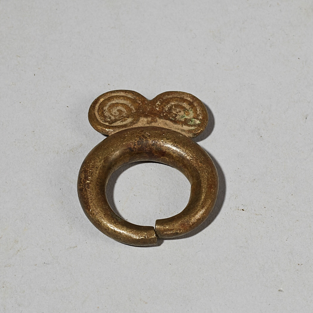 A WEARABLE BAULE BRONZE RING FROM THE IVORY COAST W AFRICA ( No 4155)
