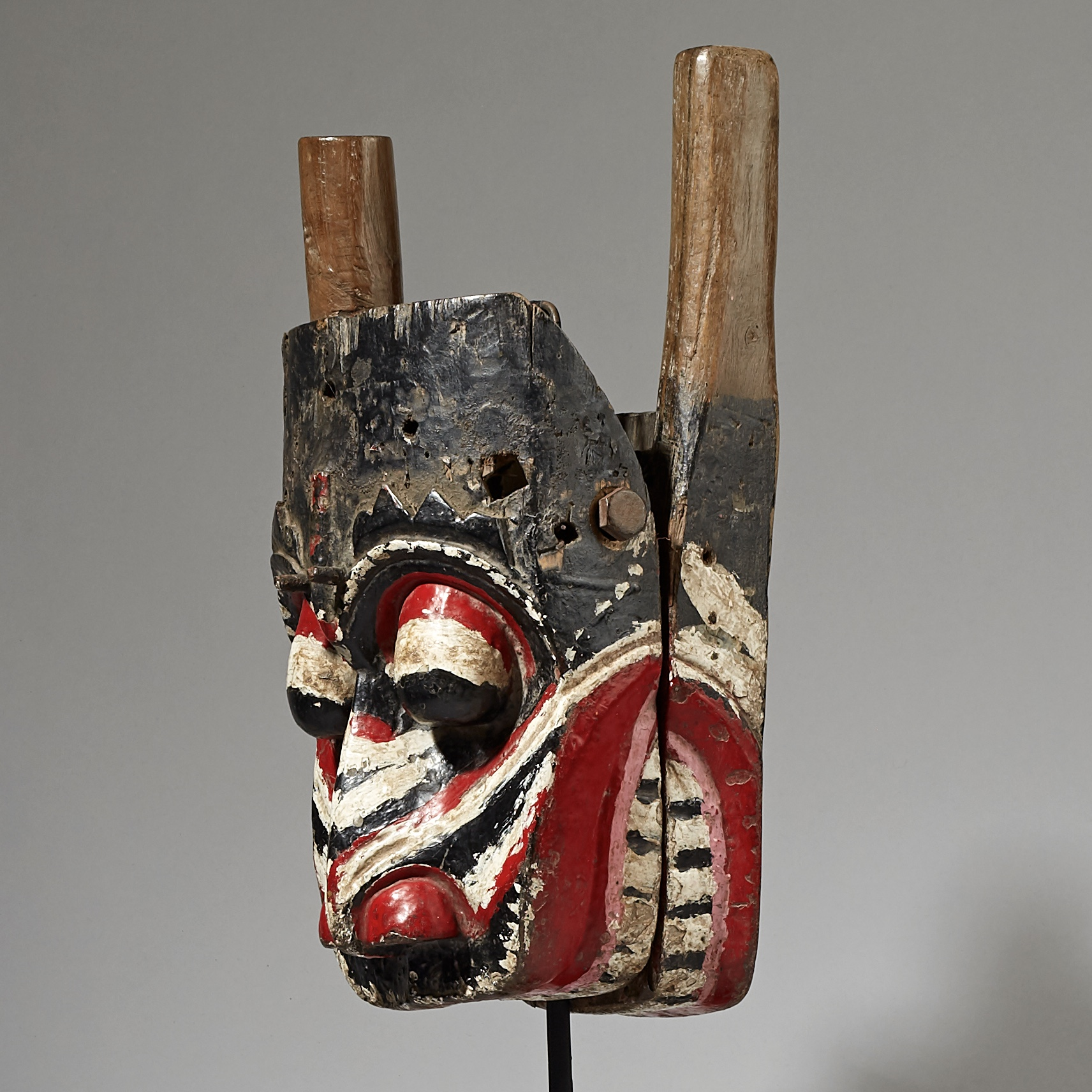 A BIG, THEATRICAL SPIRIT MASK FROM BALI ( No 3049 )